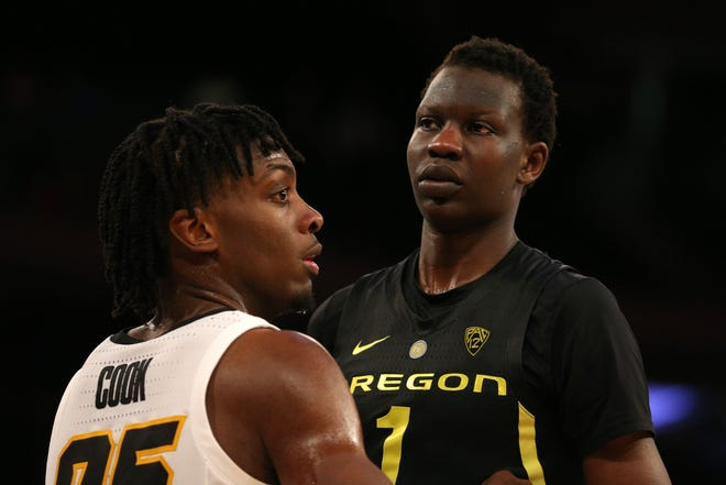 Nov 15, 2018; New York, NY, USA; Iowa Hawkeyes forward Tyler Cook (25) defends Oregon Ducks center Bol Bol (1) on an in-bounds play during the second half at Madison Square Garden. Mandatory Credit: Brad Penner-USA TODAY Sports