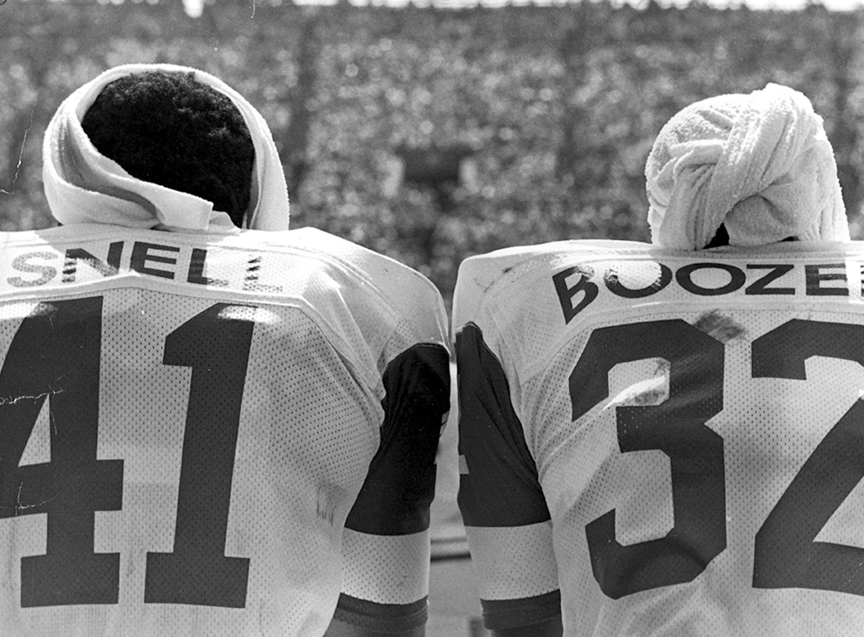 -  -BoozerESidelineIJets running backs Matt Snell and Emerson Boozer on the sidelines at the Yale Bowl during the Jets 37-14 win over the New York Giants on August 17, 1969. Offense.(credit - New York Jets)