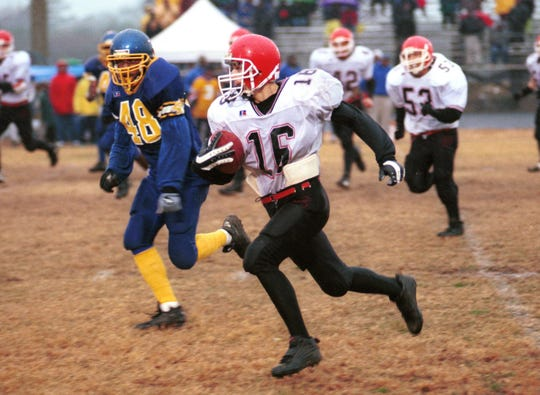 Riverheads' Andrew Hemp picks up big yardage against Surry County during the 2000 Group A, Division 1 semifinals.