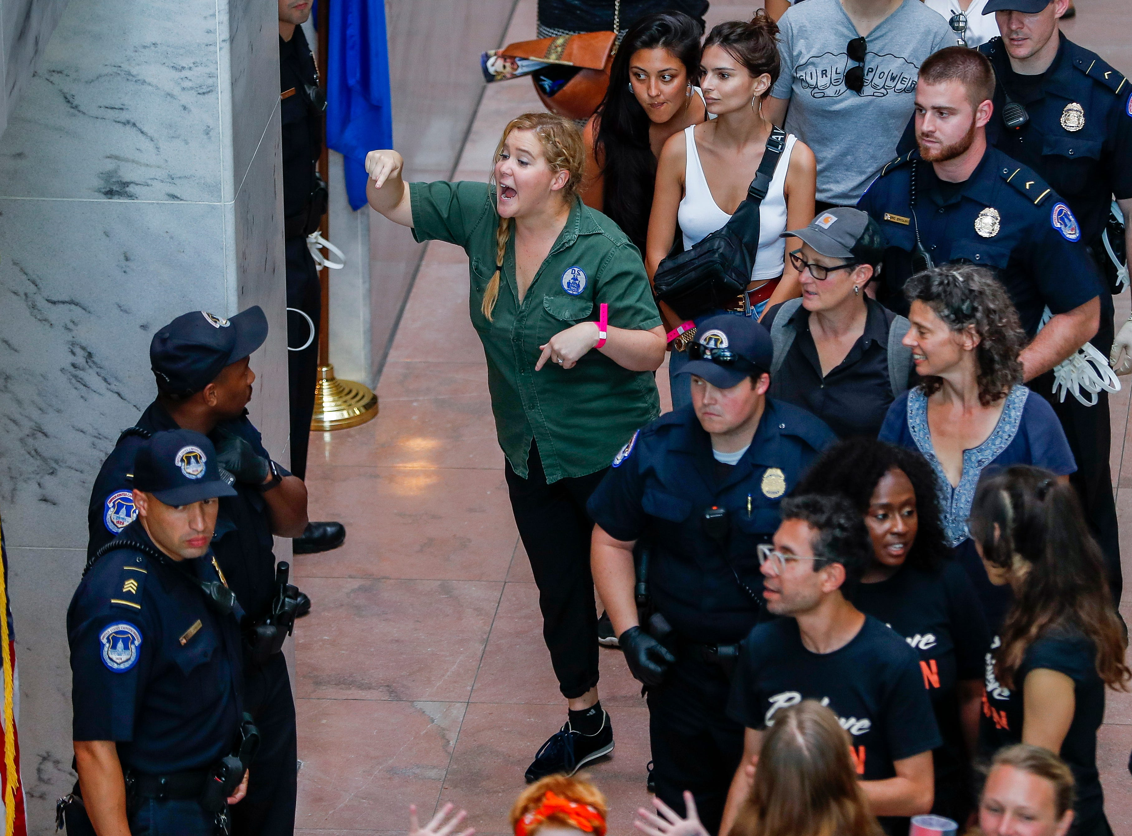 epa07070220 US comedian Amy Schumer gestures after getting detained along with hundreds of other protestors against the confirmation of Supreme Court nominee Judge Brett Kavanaugh at the Hart Senate Office Building in Washington, DC, USA, 04 October 2018.  EPA-EFE/ERIK S. LESSER ORG XMIT: ELX25