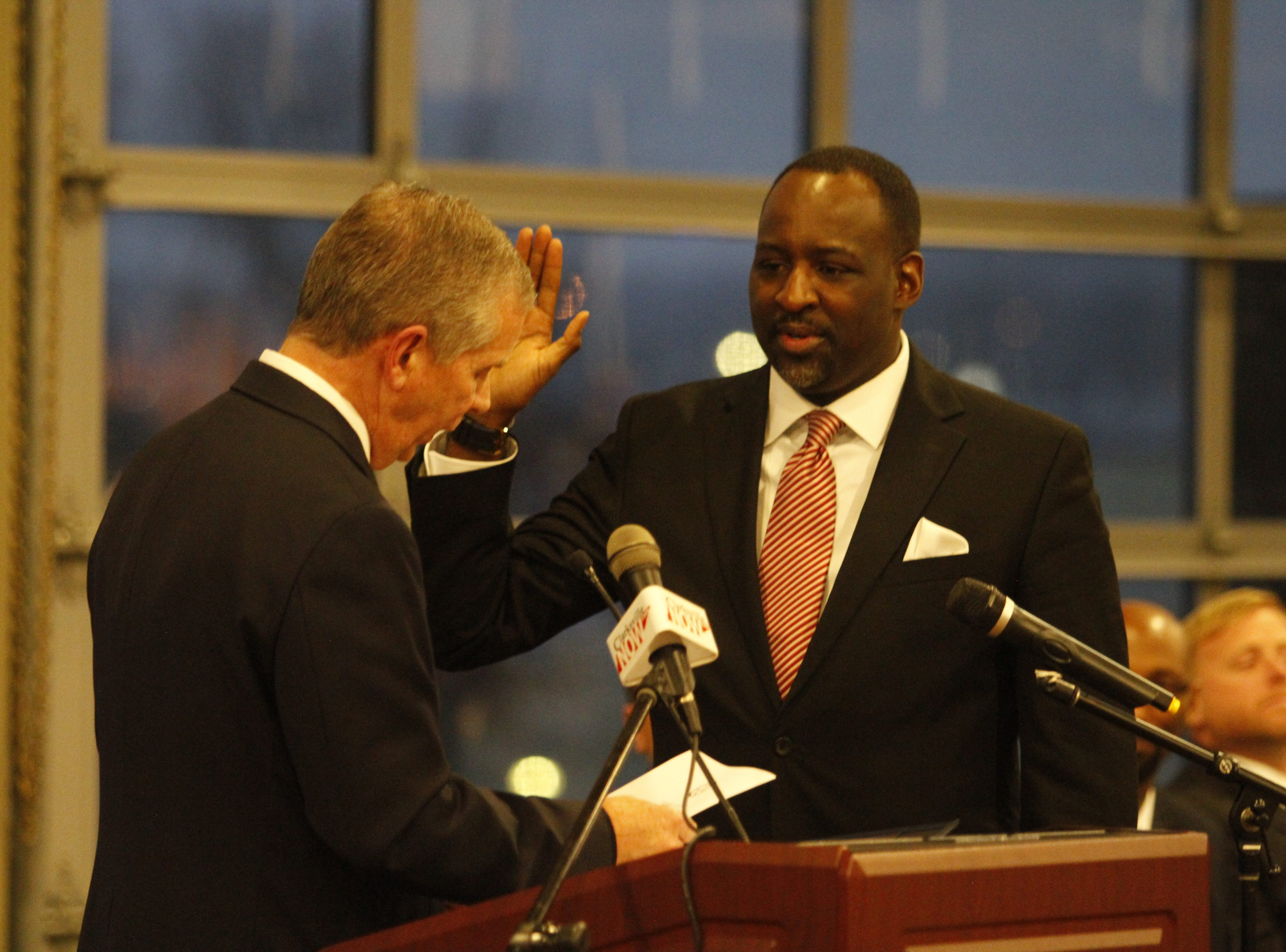 Mayor Joe Pitts swears in Ward 2 City Councilman Vondell Richmond on Wednesday, Jan. 2, 2019, at the Wilma Rudolph Event Center.
