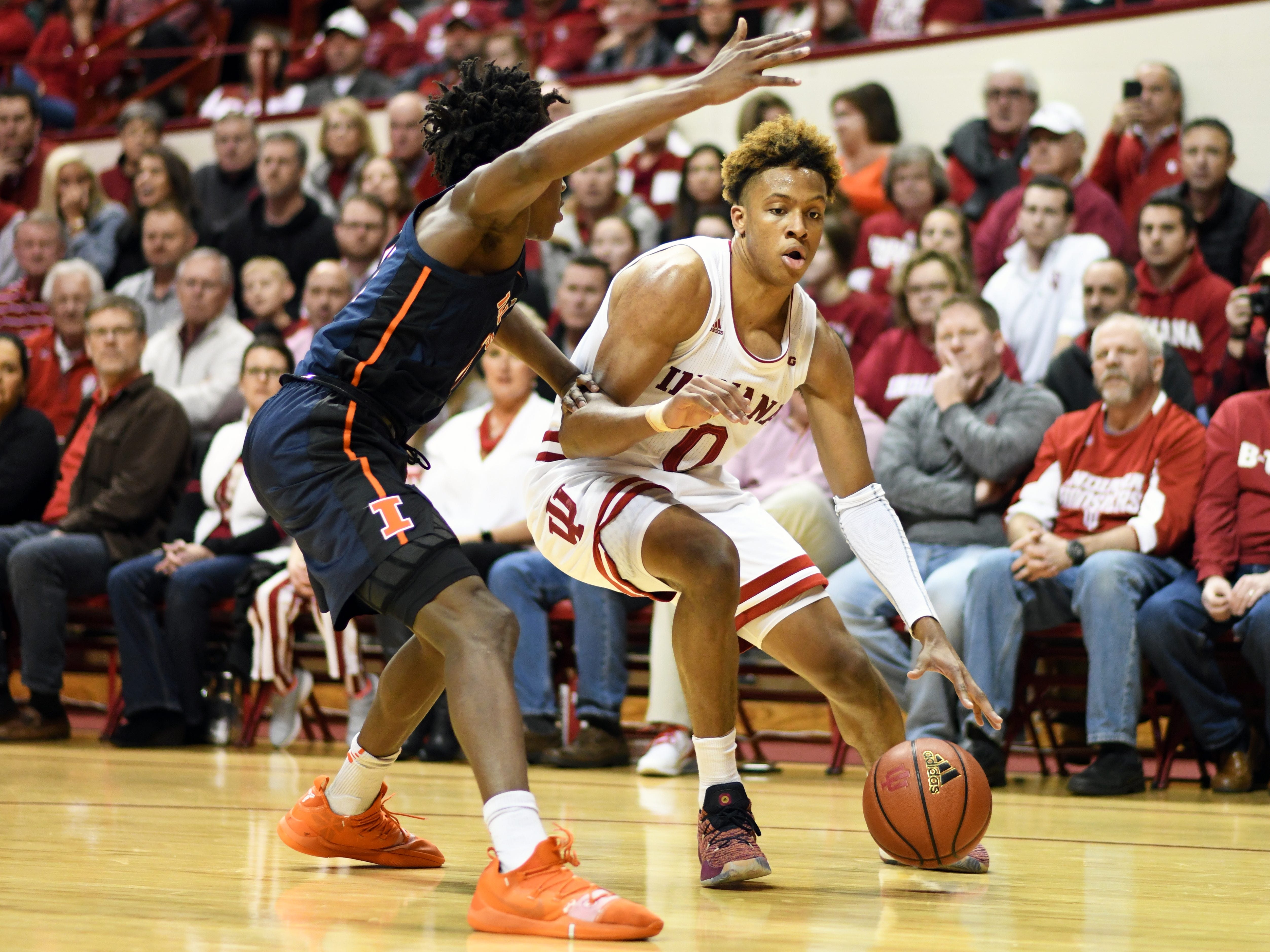 Indiana Hoosiers guard Romeo Langford (0) backs down his defender during the game against Illinois at Simon Skjodt Assembly Hall in Bloomington, Ind., on Thursday, Jan. 3, 2019.
