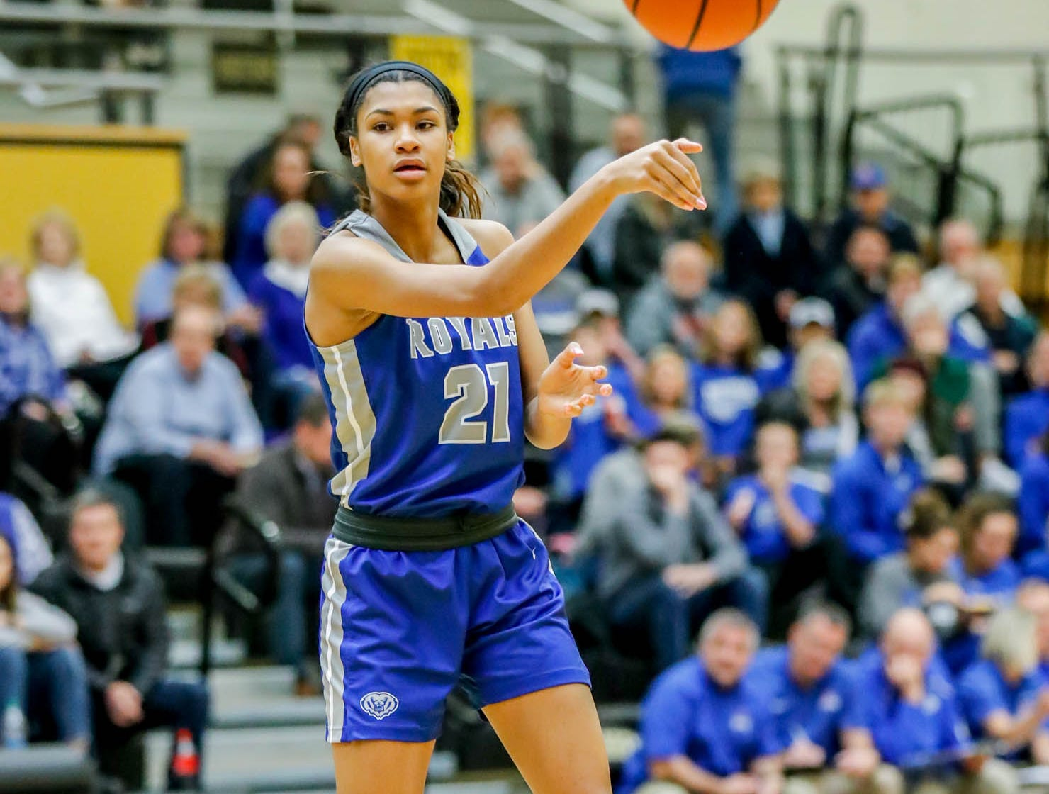 Hamilton South Eastern's Tayah Irvin (21), passes the ball during a game between Hamilton Southeastern High School and Warren Central High School, held at Warren on Thursday, Jan. 3, 2019.