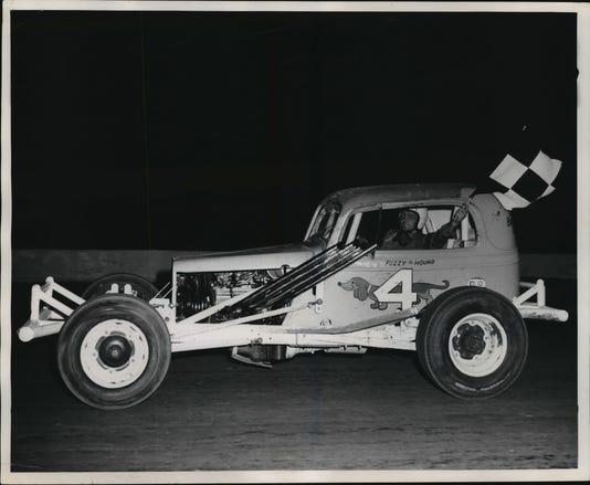 1970 Press Photo Fuzzy Fassbender Race Car Driver Wisconsin
