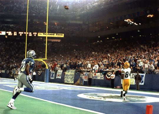 Sterling Sharpe prepares to catch the game-winning touchdown pass with 55 seconds left against the Detroit Lions in 1994.