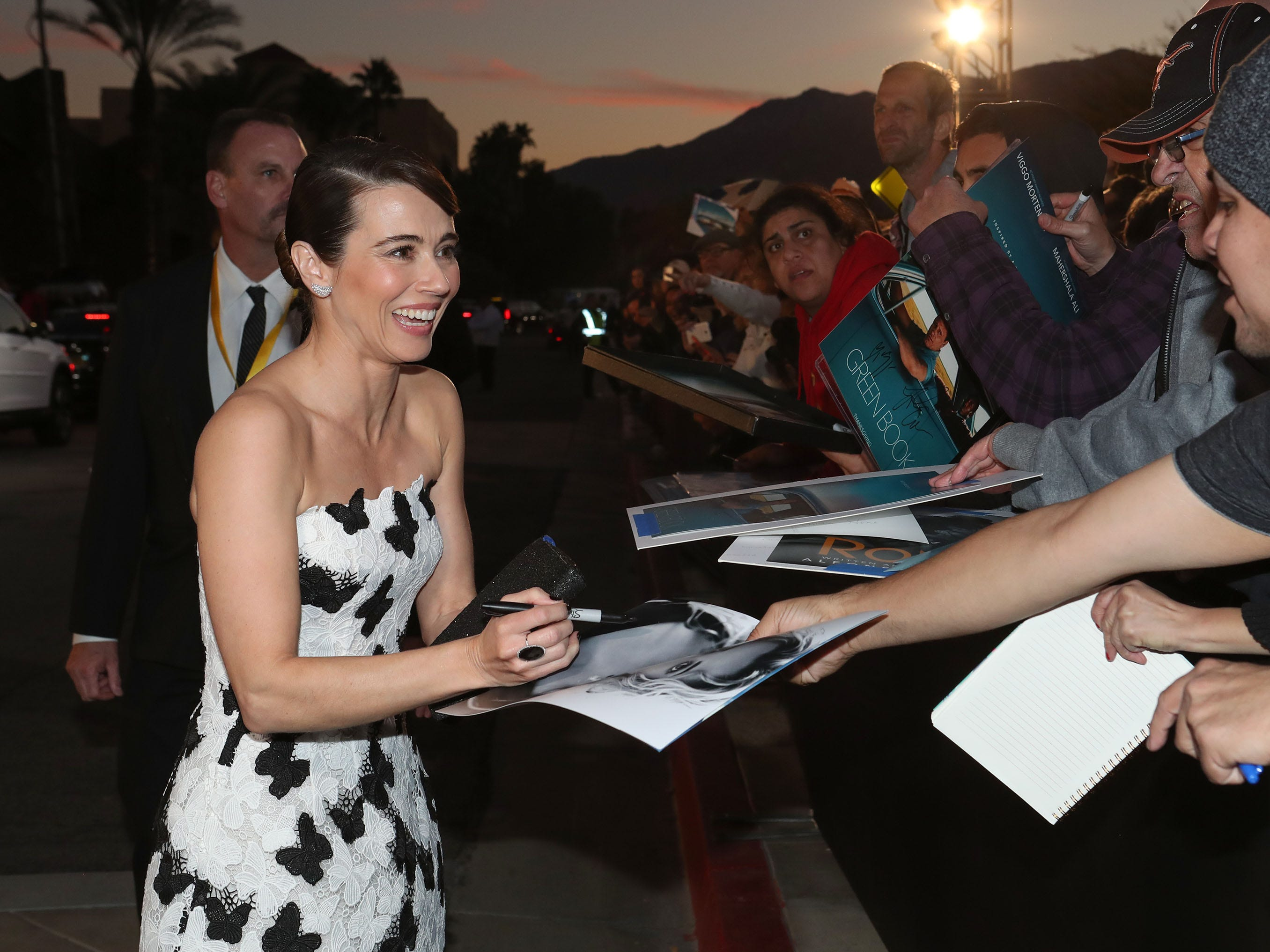 Linda Cardellini signs autographs for fans at the Palm Springs International Film Festival Awards Gala, January 3, 2019.