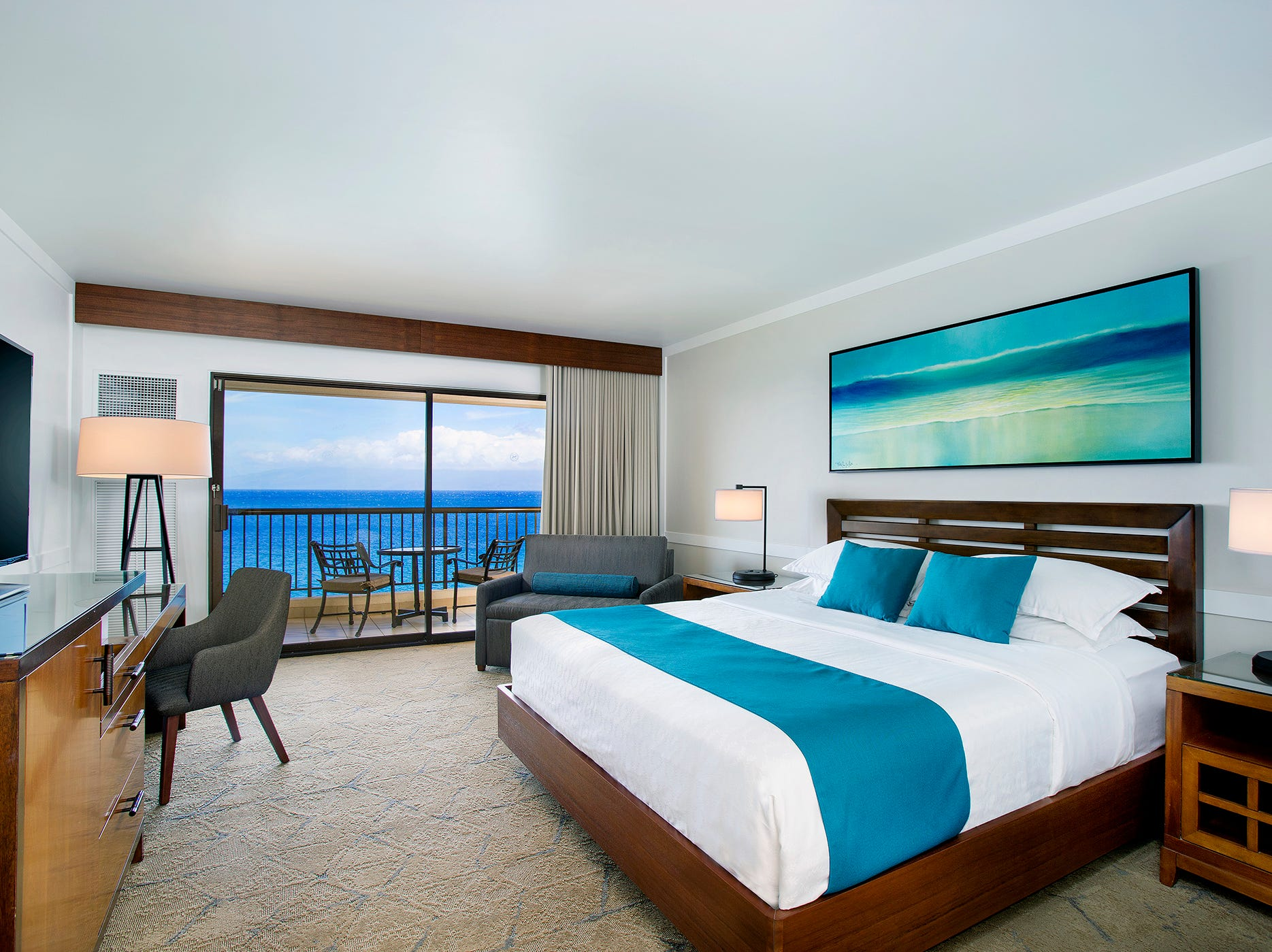 A $26.5 million renovation of Sheraton Maui Resort & Spa has transformed the property's 508 guestrooms and suites.