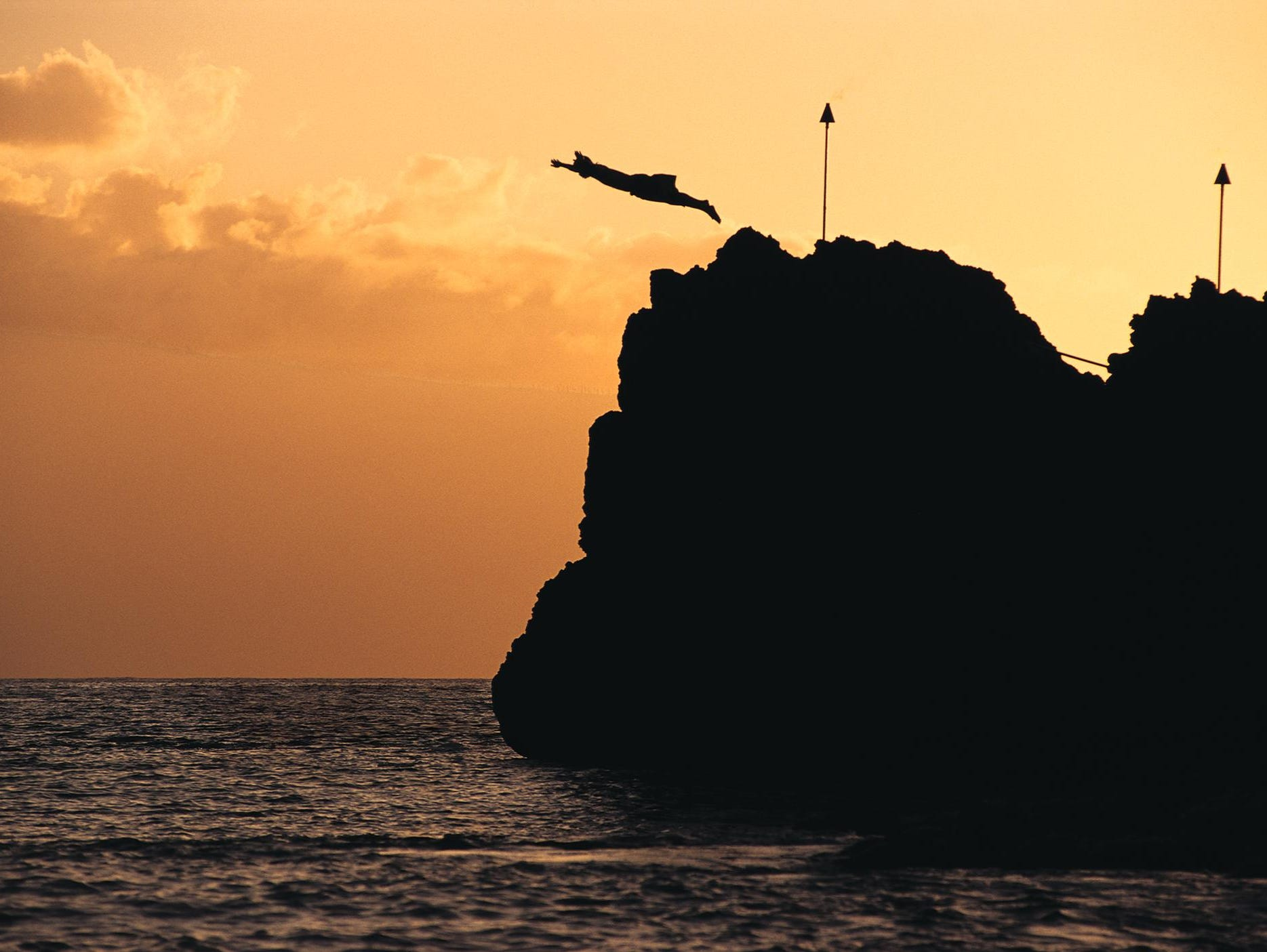 As the sun begins its slow dive into the ocean, torch lighting signals the nightly ritual of lele kawa (cliff diving) at Sheraton Maui Resort & Spa.