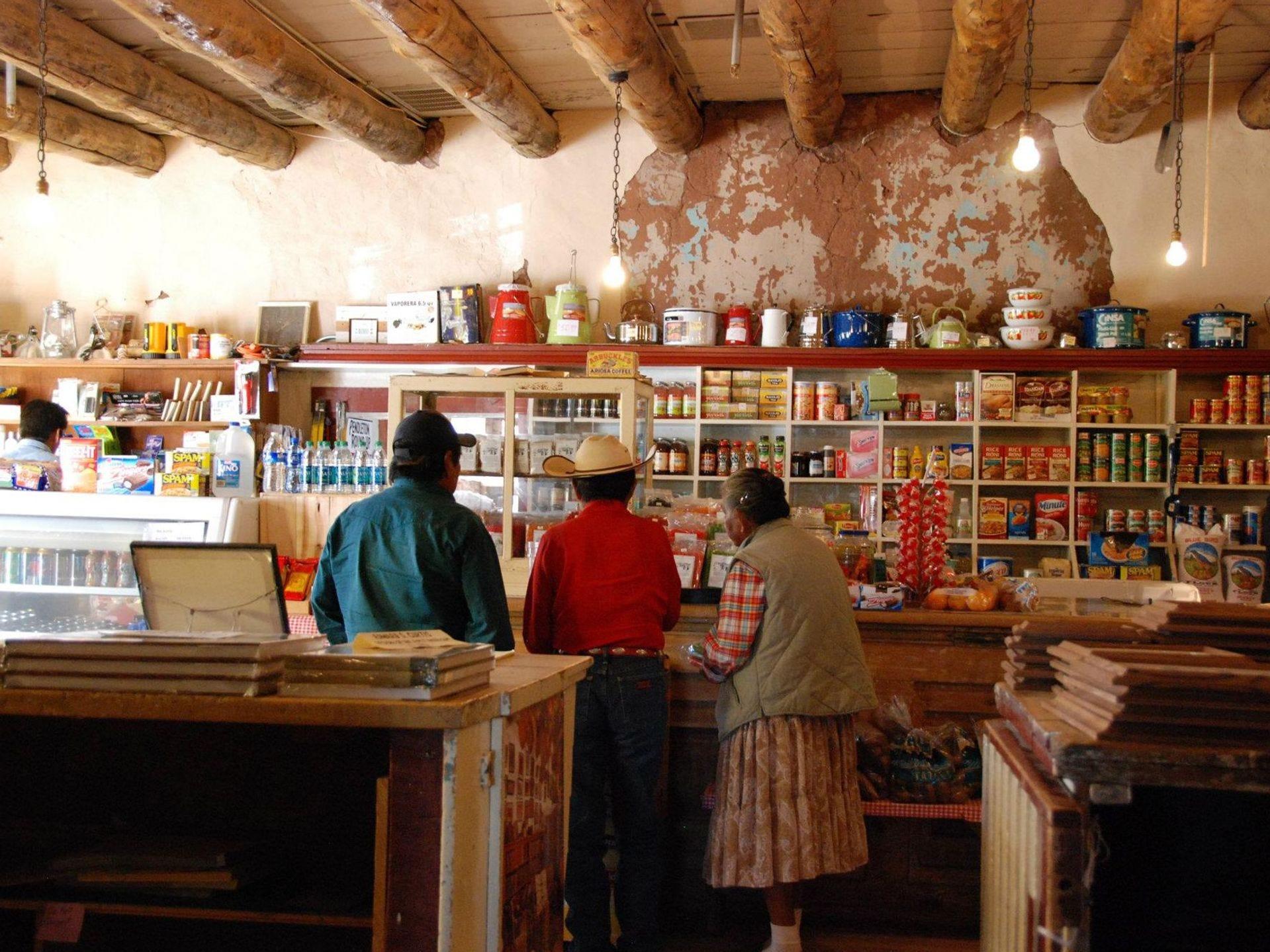 El Sitio Histórico Nacional Hubbell Trading Post en Ganado fue fundado por John Lorenzo Hubbell en 1878.