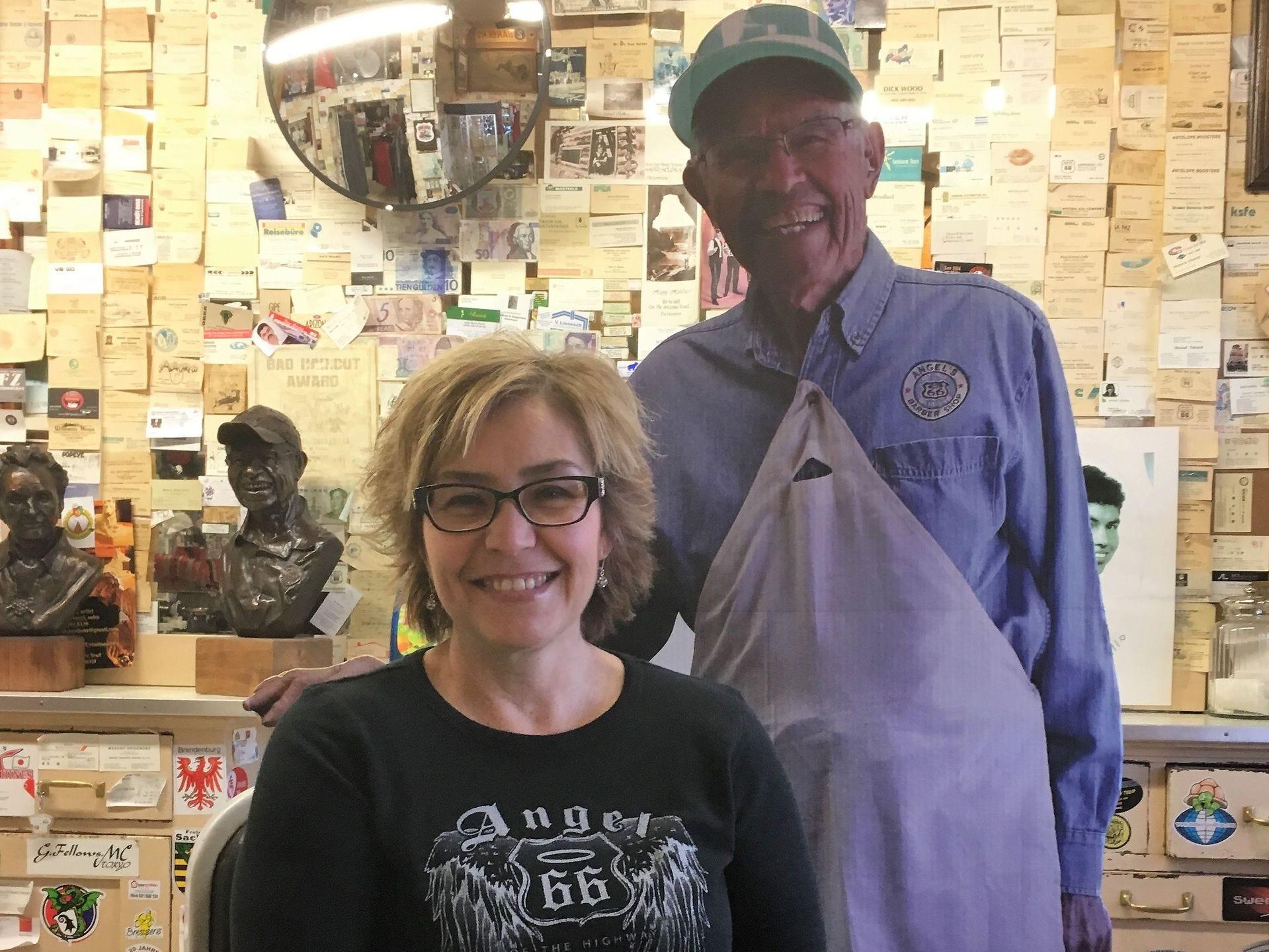 Clarissa Delgadillo, la hija de Ángel, ahora dirige la tienda de regalos.