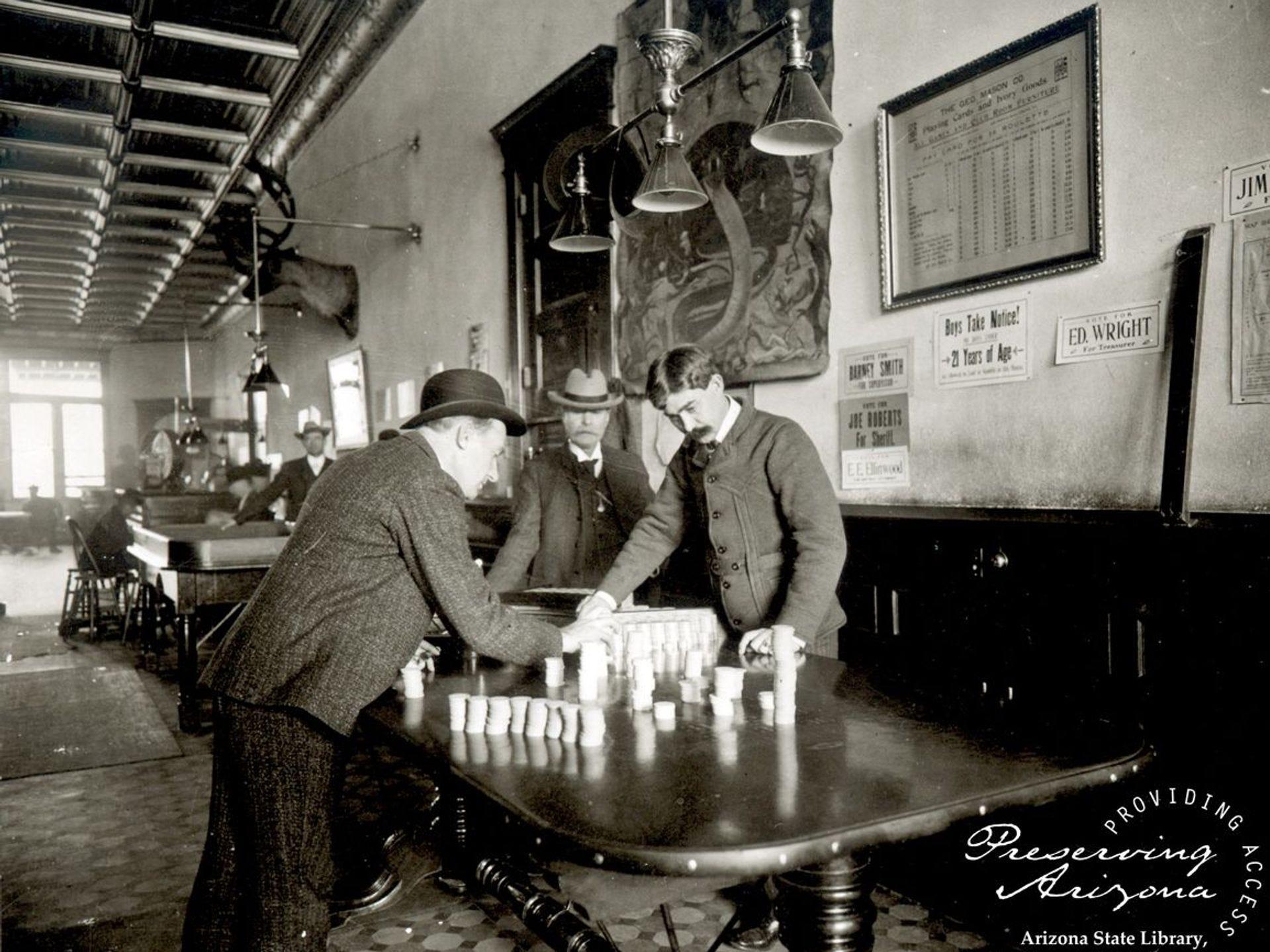 El Palace Saloon siempre fue popular entre los jugadores, y el equipo se perdió de vista cuando se prohibió el juego.