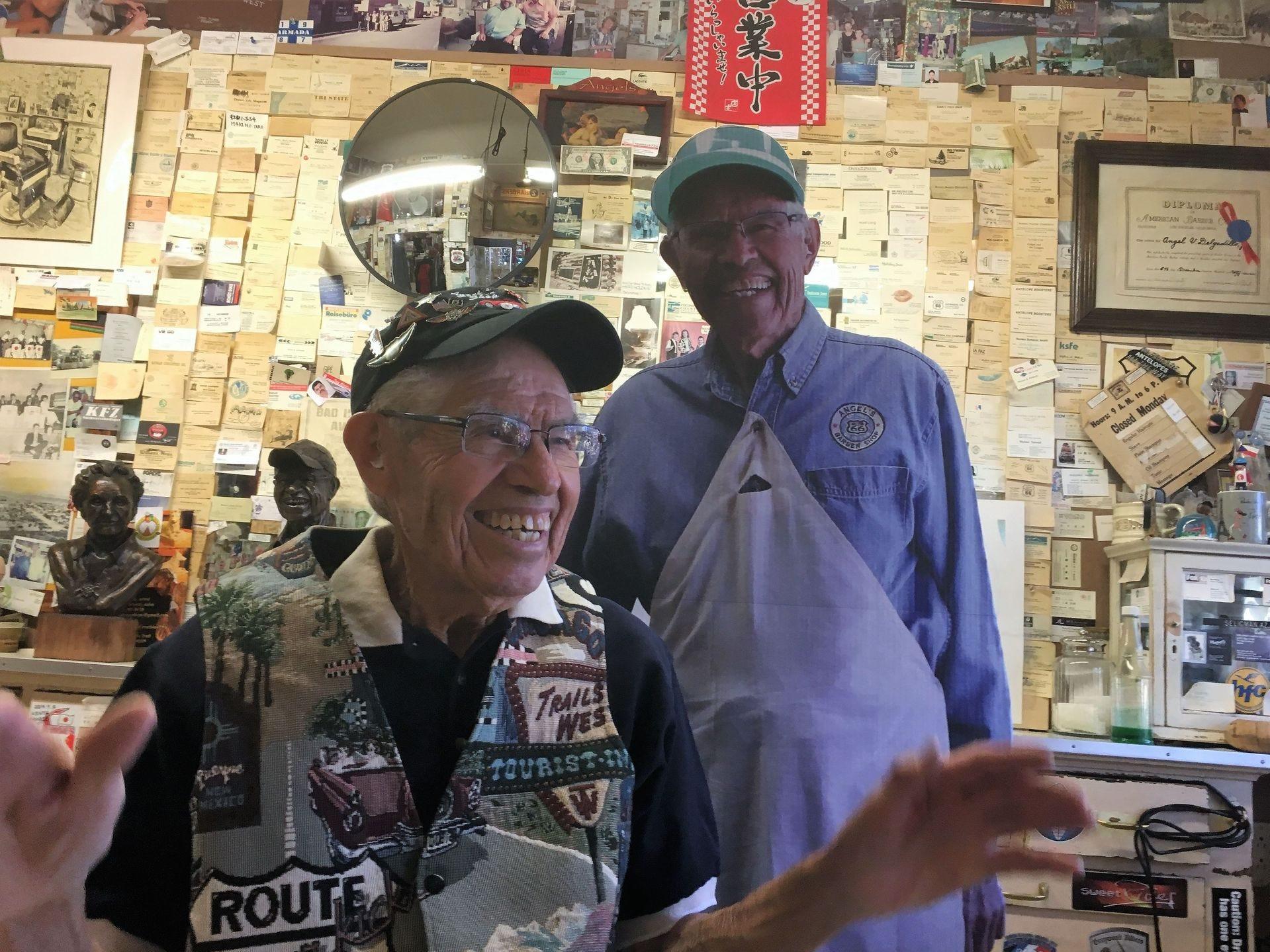 Angel Delgadillo se vuelve mucho más animado que su recorte de cartón cuando habla de la remontada de la Ruta 66.