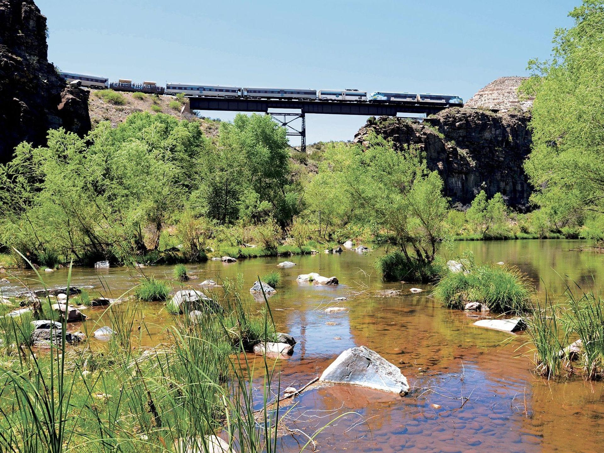 El Verde Canyon Railroad parte de Clarkdale en un viaje redondo de 40 millas a una naturaleza remota y pintoresca.