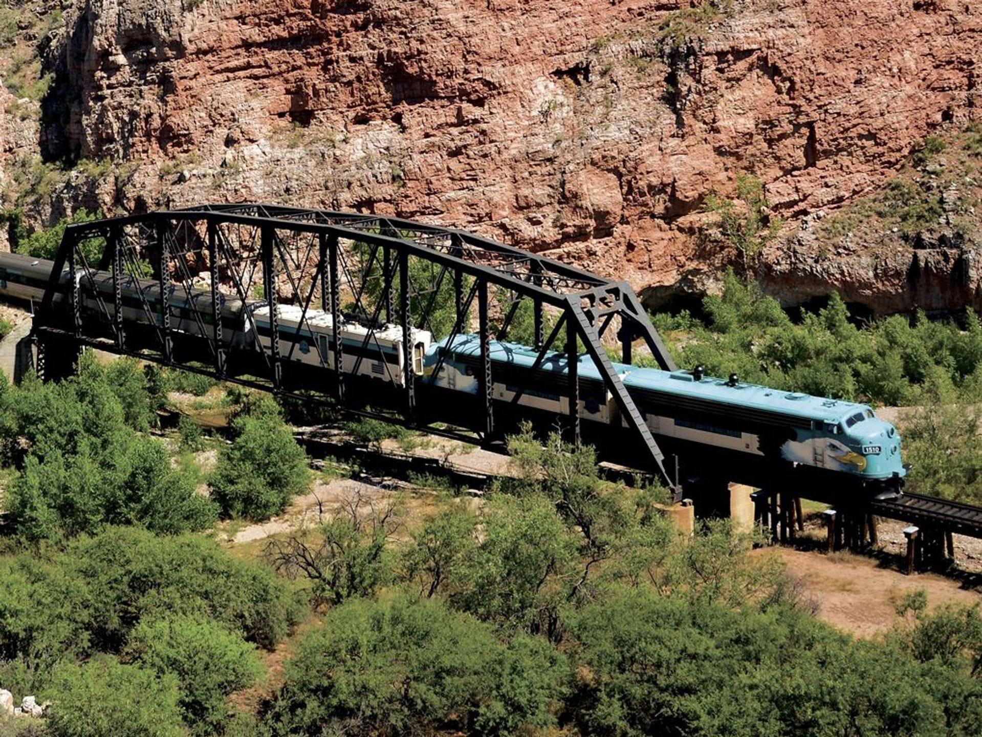 Las rocas rojas están expuestas a los pasajeros del Verde.