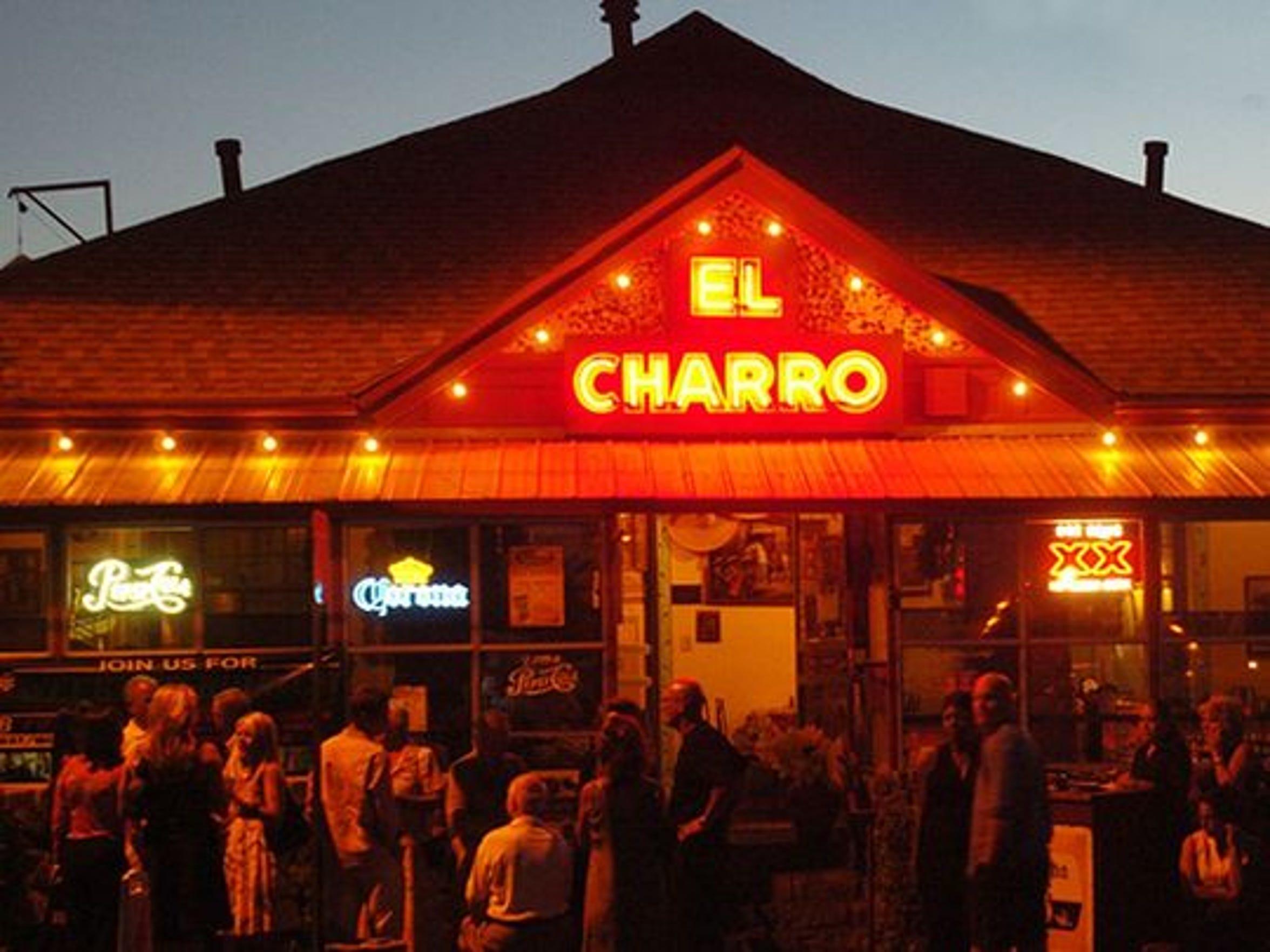 El café El Charro en Tucson es un lugar popular para comer en el centro de la ciudad.