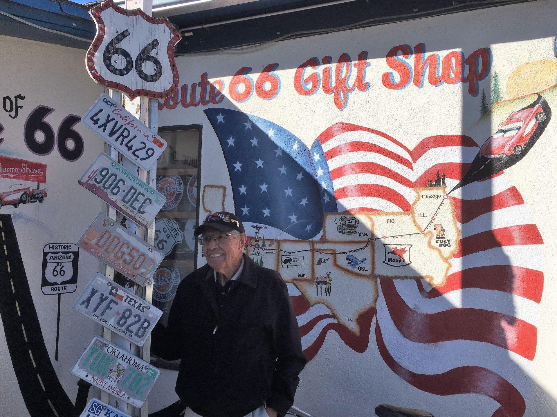 La tienda de regalos Route 66 de Angel Delgadillo es una parada popular en Mother Road, particularmente para los turistas europeos que han leído todo sobre el Ángel Guardián de Route 66.