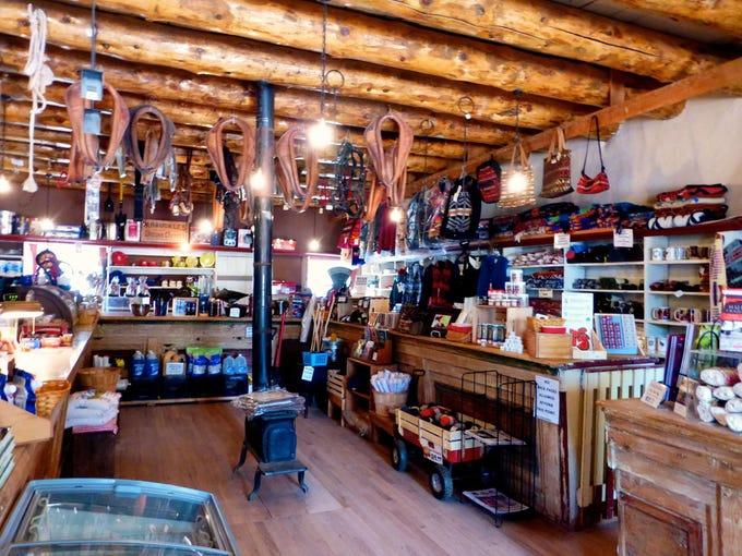 Hubbell Trading Post National Historic Site es parte museo, parte galería de arte y todavía es un puesto comercial en pleno funcionamiento.