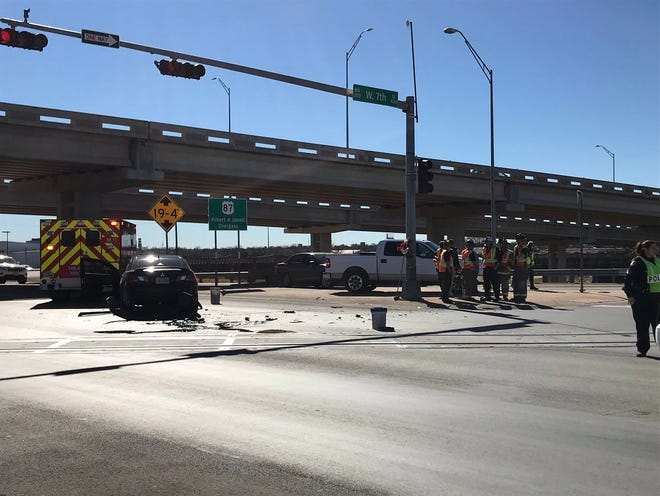 Police respond to a crash at the intersection of North Bryant Boulevard and West 7th Street Friday, Jan. 4, 2019.