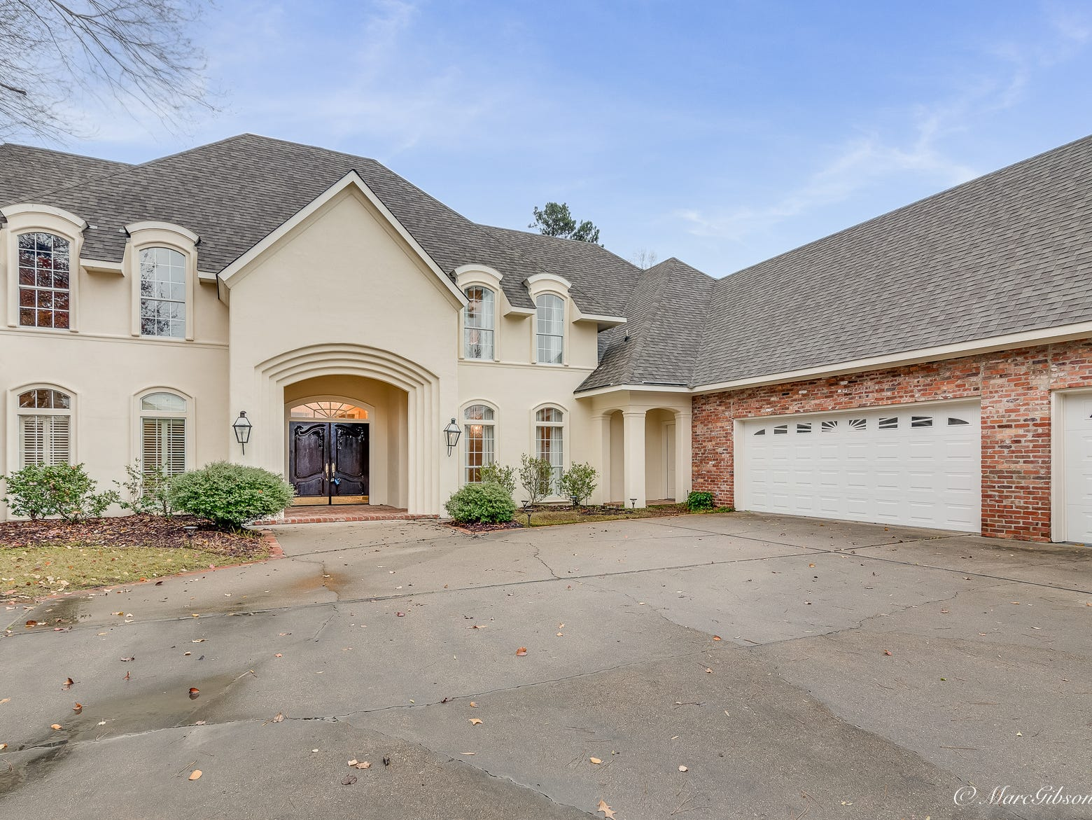 10955 Longfellow Trace, Shreveport  Price: $549,500  Details: 4 bedrooms, 3.5 bathrooms, 4,703 square feet  Special features: Southern Trace stunner with breathtaking views of 5th hole, move-in ready.   Contact: Denise Evans, 218-0001