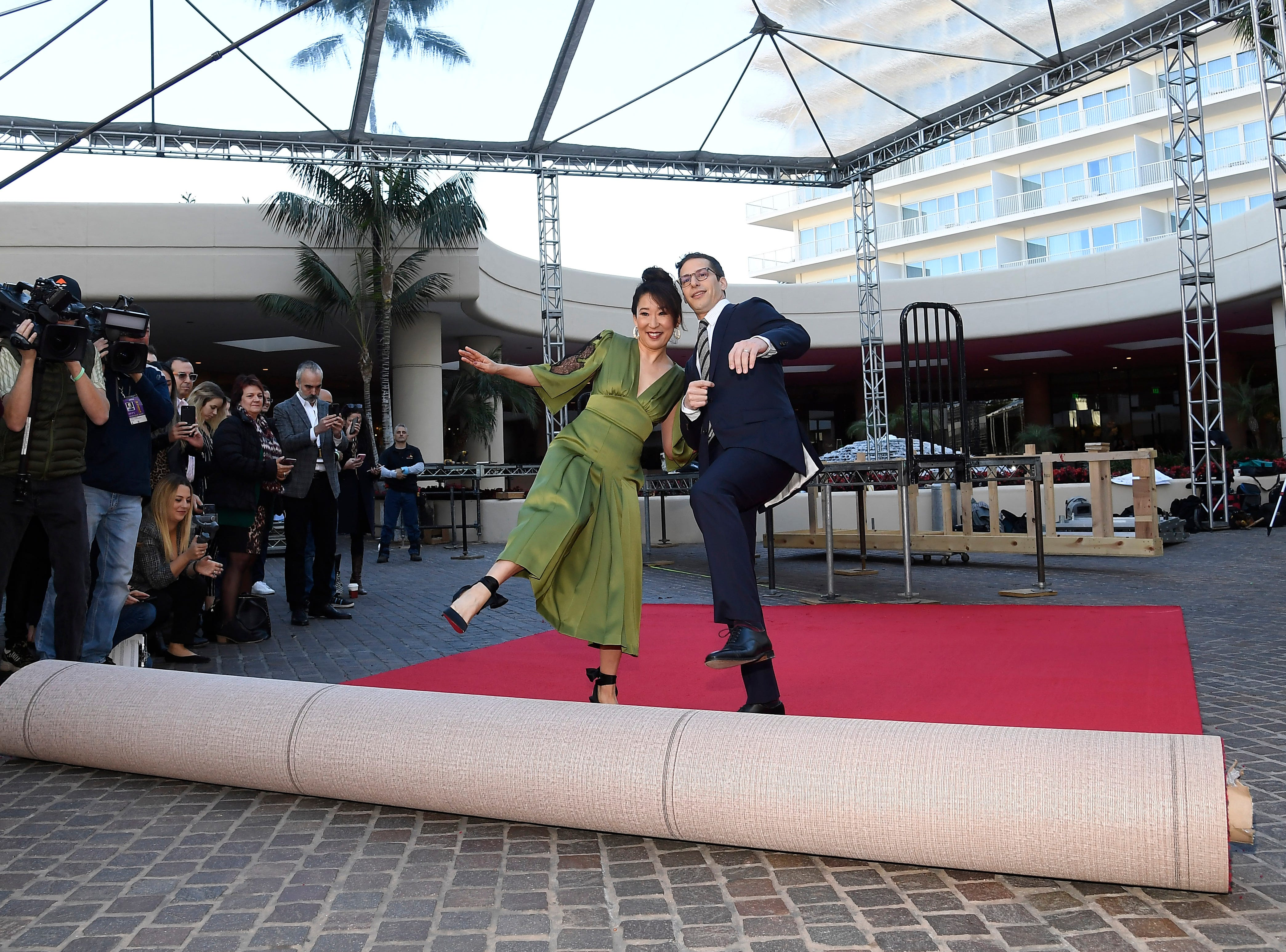 BEVERLY HILLS, CA - JANUARY 03: Sandra Oh and Andy Samberg, hosts of the 76th Annual Golden Globe Awards, rollout the red carpet during a preview day at The Beverly Hilton Hotel on January 3, 2019 in Beverly Hills, California. (Photo by Kevork Djansezian/Getty Images) ORG XMIT: 775269696 ORIG FILE ID: 1076675166