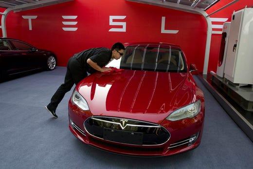 Tesla stock falls after Consumer Reports drops Model 3 recommendation