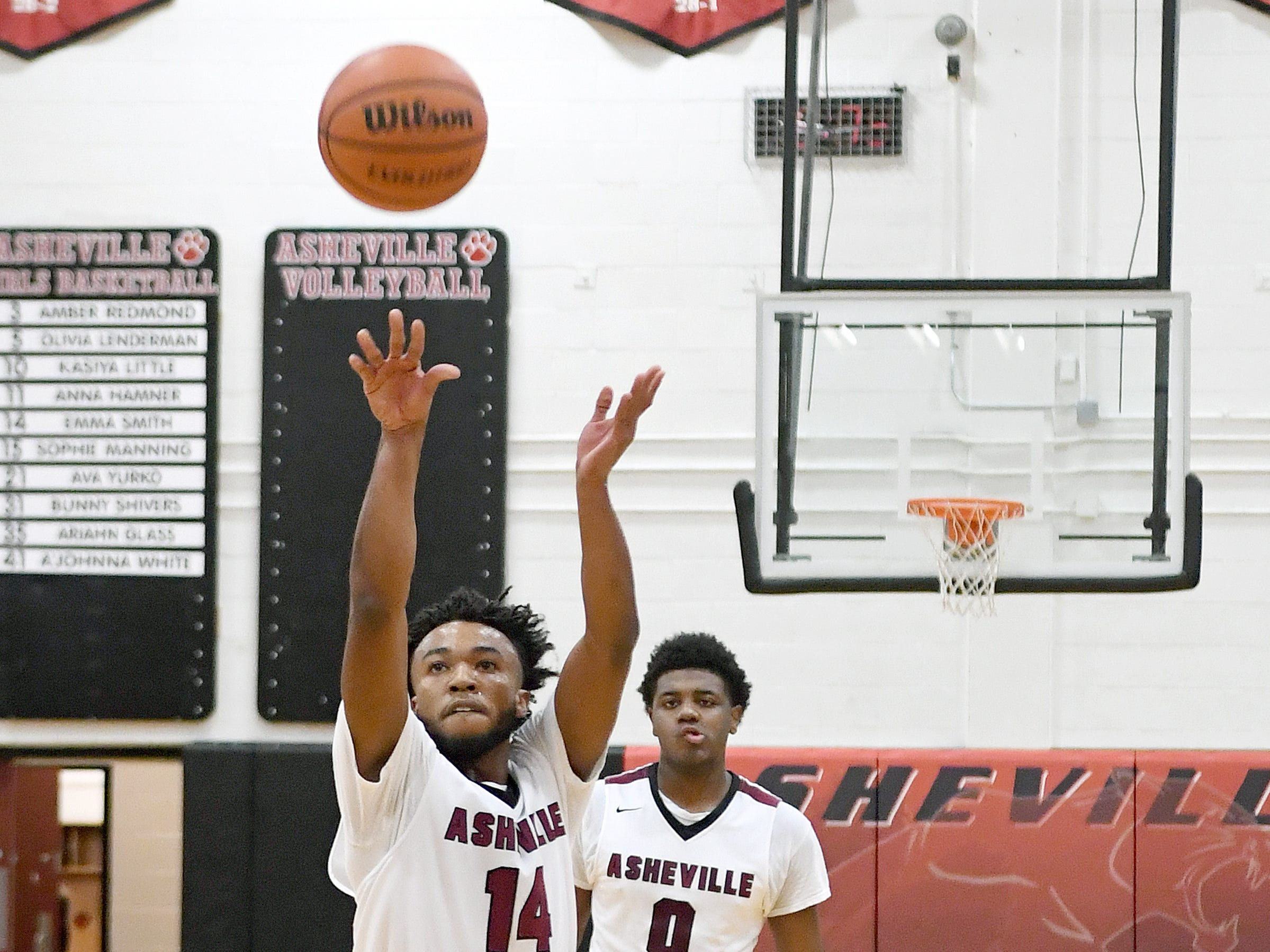 Asheville hosted Reynolds in basketball on Jan. 4, 2019. The Cougars defeated the Rockets 78-70.