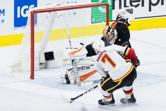 Nhl Calgary Flames At Philadelphia Flyers