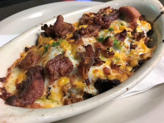 We ordered our Three-Cheese Beef and Bacon Melt without a bun at Franklin Street Pizza Factory, and found it decadently delicious.