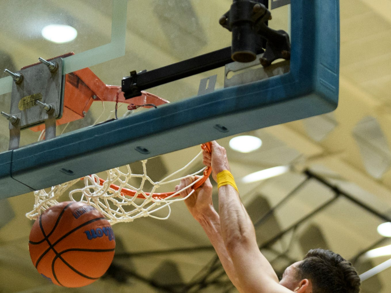 Castle's Alex Hemenway (12) dunks during the second quarter against the Memorial Tigers at Castle High School in Newburgh, Ind., Friday, Jan. 4, 2019.