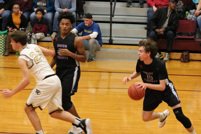 Elex Dunford runs the ball down the court at the Union vs. Webster Co. game on Friday night.