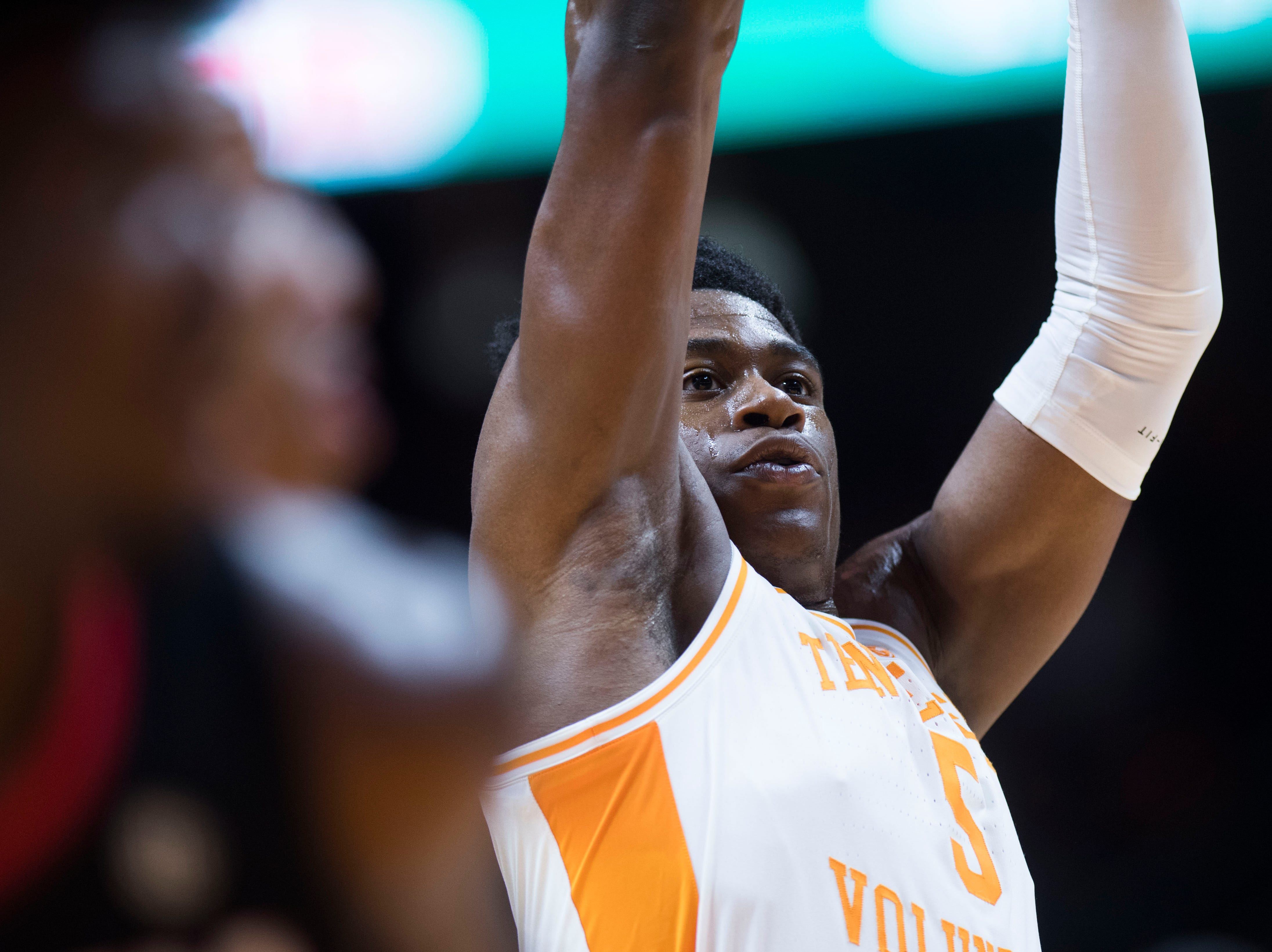 Tennessee's Admiral Schofield (5) takes a foul shot during a college basketball game between Tennessee and Georgia at Thompson-Boling Arena Saturday, Jan. 5, 2019.