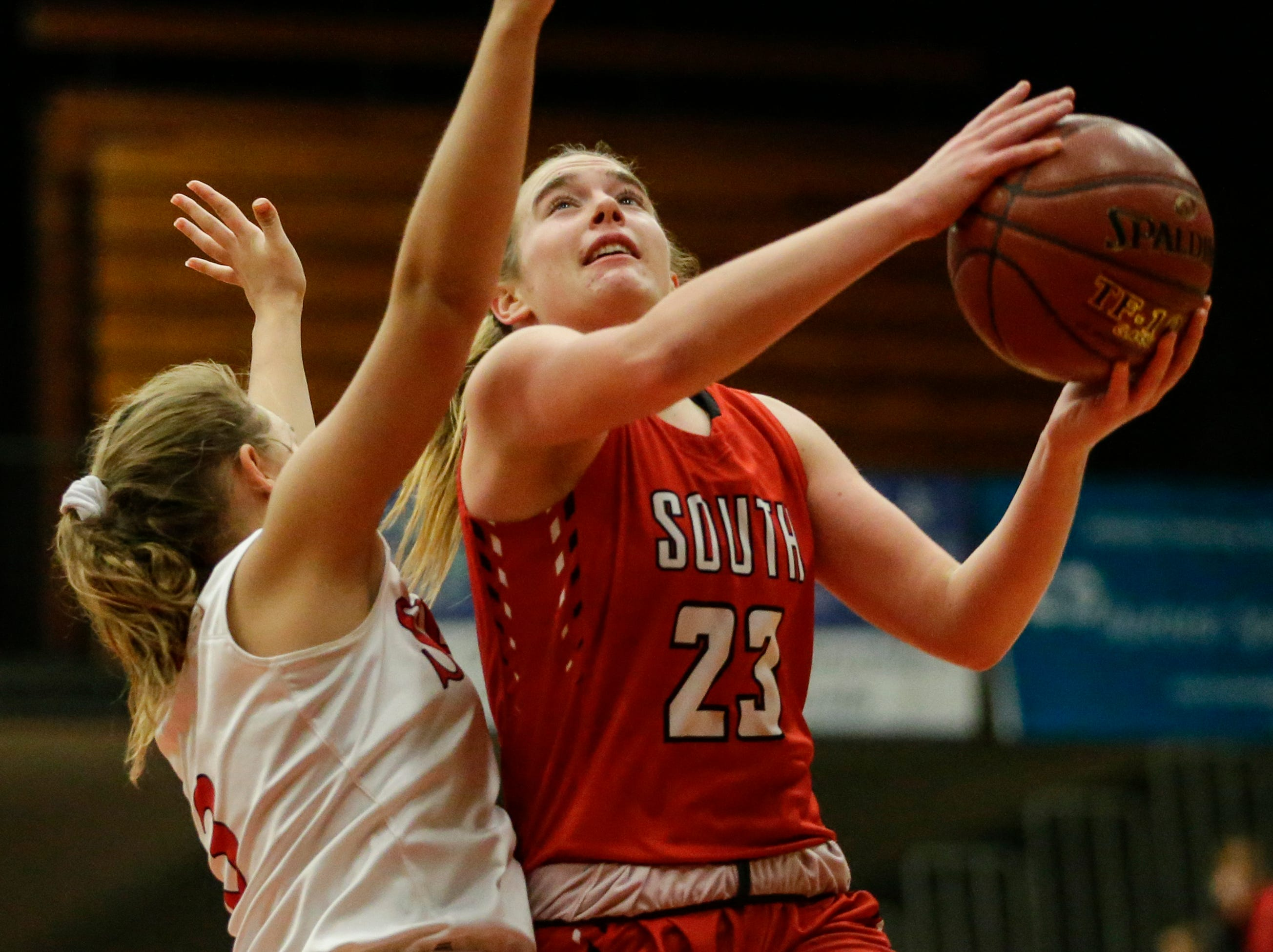 Sheboygan South's Halle Boldt drives to the hoop against Manitowoc Lincoln during an FRCC matchup at Manitowoc Lincoln High School Friday, January 4, 2019, in Manitowoc, Wis. Joshua Clark/USA TODAY NETWORK-Wisconsin