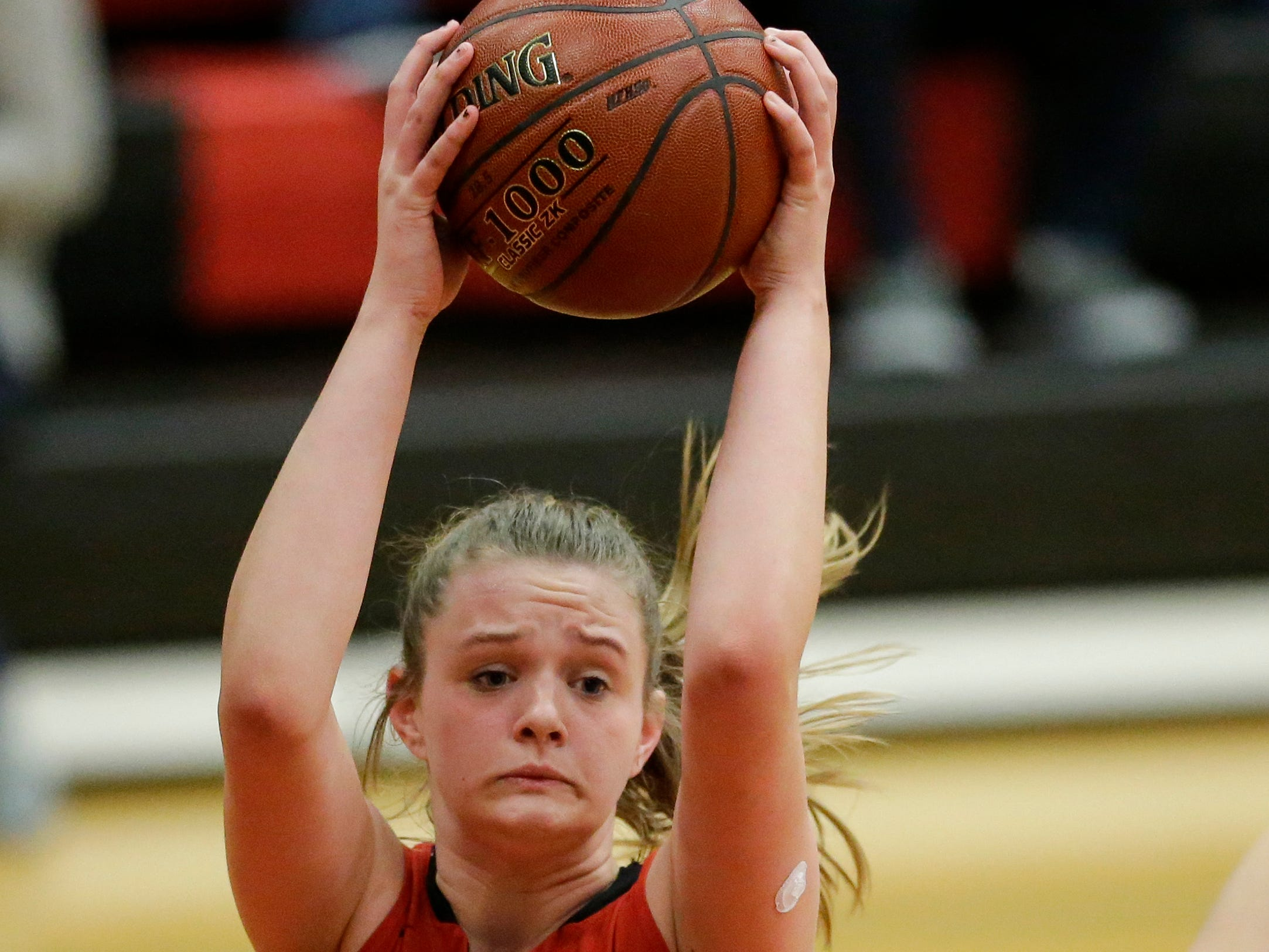 Sheboygan South's Karen Bergen rebounds against Manitowoc Lincoln during an FRCC matchup at Manitowoc Lincoln High School Friday, January 4, 2019, in Manitowoc, Wis. Joshua Clark/USA TODAY NETWORK-Wisconsin