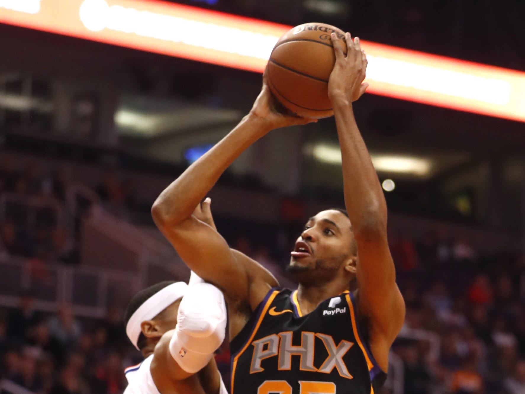 Suns' Mikal Bridges (25) shoots againstduring the first half at Talking Stick Resort Arena in Phoenix, Ariz. on January 4, 2019.