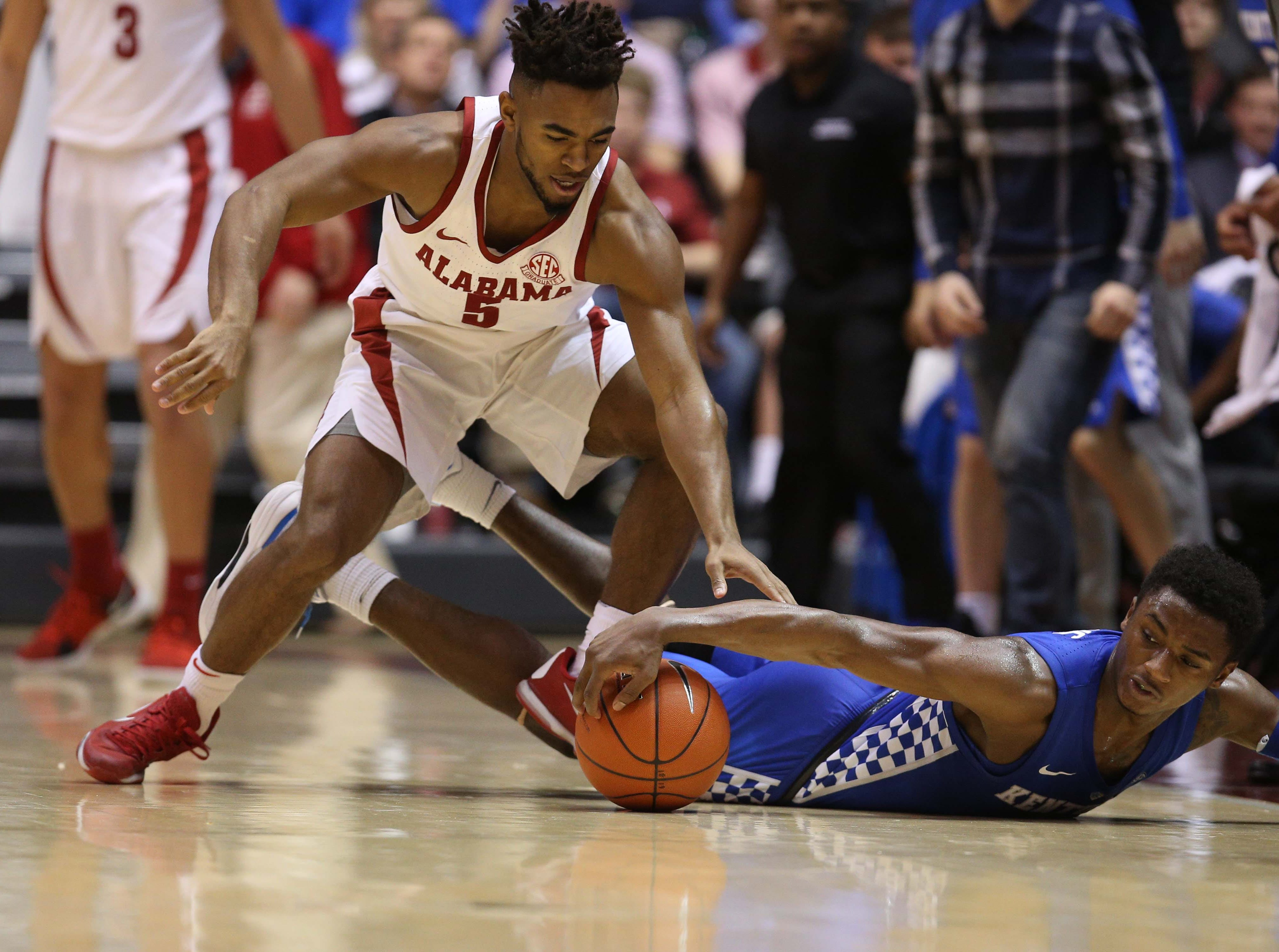 Jan 5, 2019; Tuscaloosa, AL, USA; Alabama Crimson Tide guard Avery Johnson Jr. (5) and Kentucky Wildcats guard Ashton Hagans (2) go for the ball during the first half at Coleman Coliseum. Mandatory Credit: Marvin Gentry-USA TODAY Sports