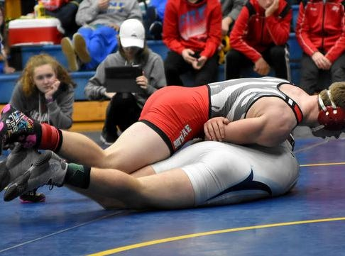 Mike Whittington of Bethel Tate collects a 3rd place pinfall win in the 152lb class at the 2019 Bob Kearns Madeira Invitational, January 5, 2019.
