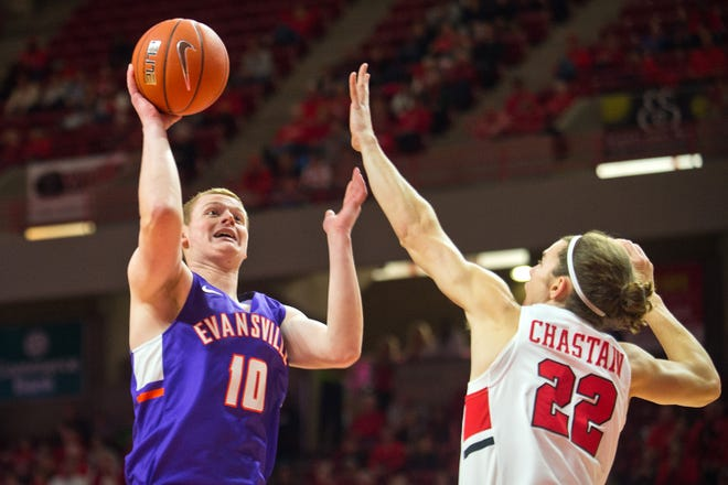 Evansville's Evan Kuhlman shoots over Illinois State defender Matt Chastain during their Missouri Valley Conference game Saturday, Jan. 5, 2019, at Redbird Arena in Normal, Ill. Kuhlman scored 14 points, but Illinois State won, 58-46.