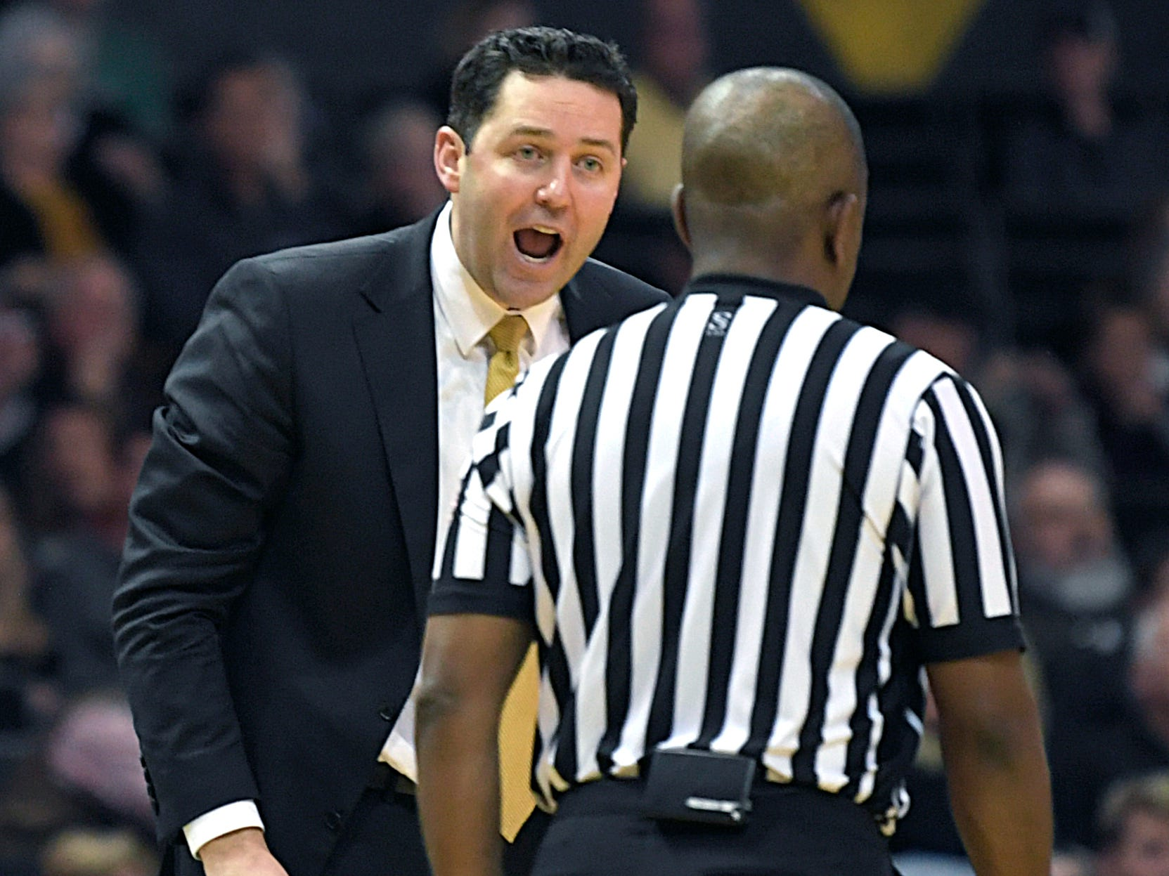 Vanderbilt head coach Bryce Drew yells at an official about a call during the second half at Memorial Gym in Nashville on Saturday, Jan. 5, 2019.