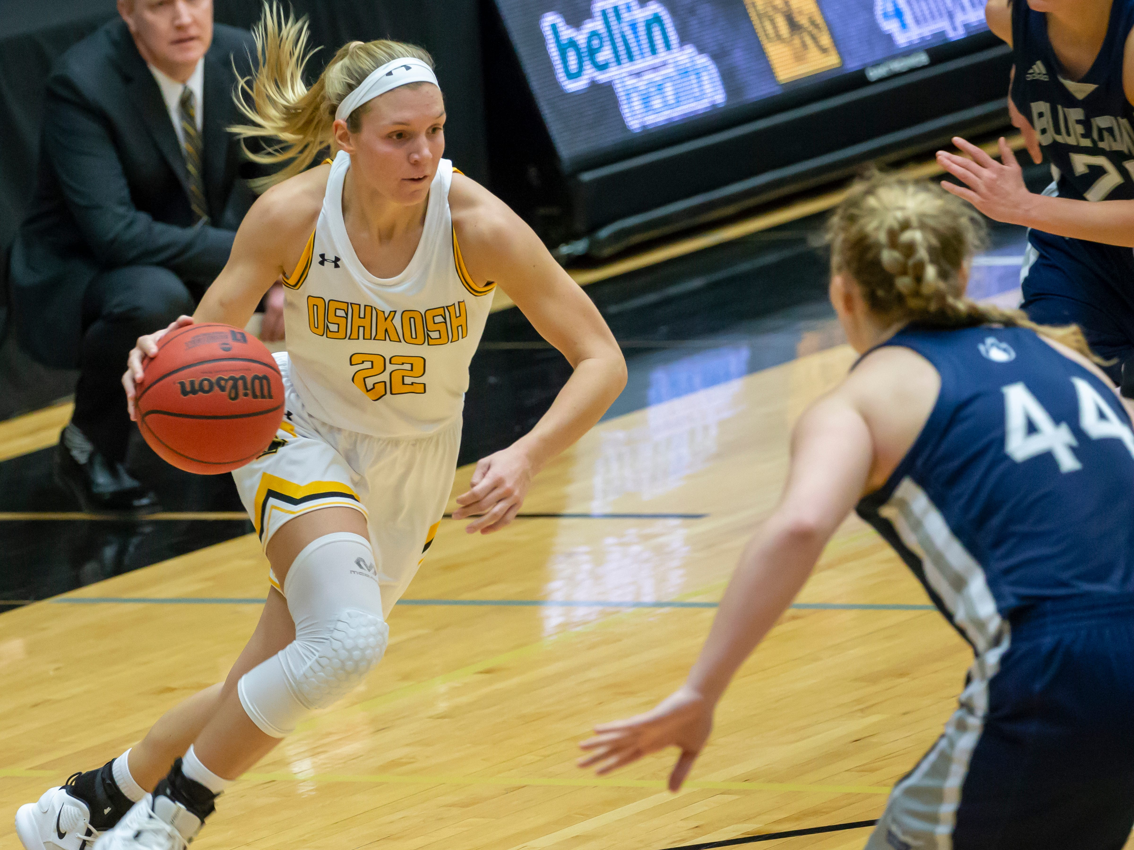 UW-Oshkosh's Melanie Schneider drives the ball to the basket at the Kolf Sports Center on Saturday, January 5, 2019.