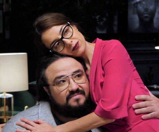 """Eva (Cecilia Suárez) comforts Pepe (Franky Martin) in """"Perfectos Desconocidos."""""""