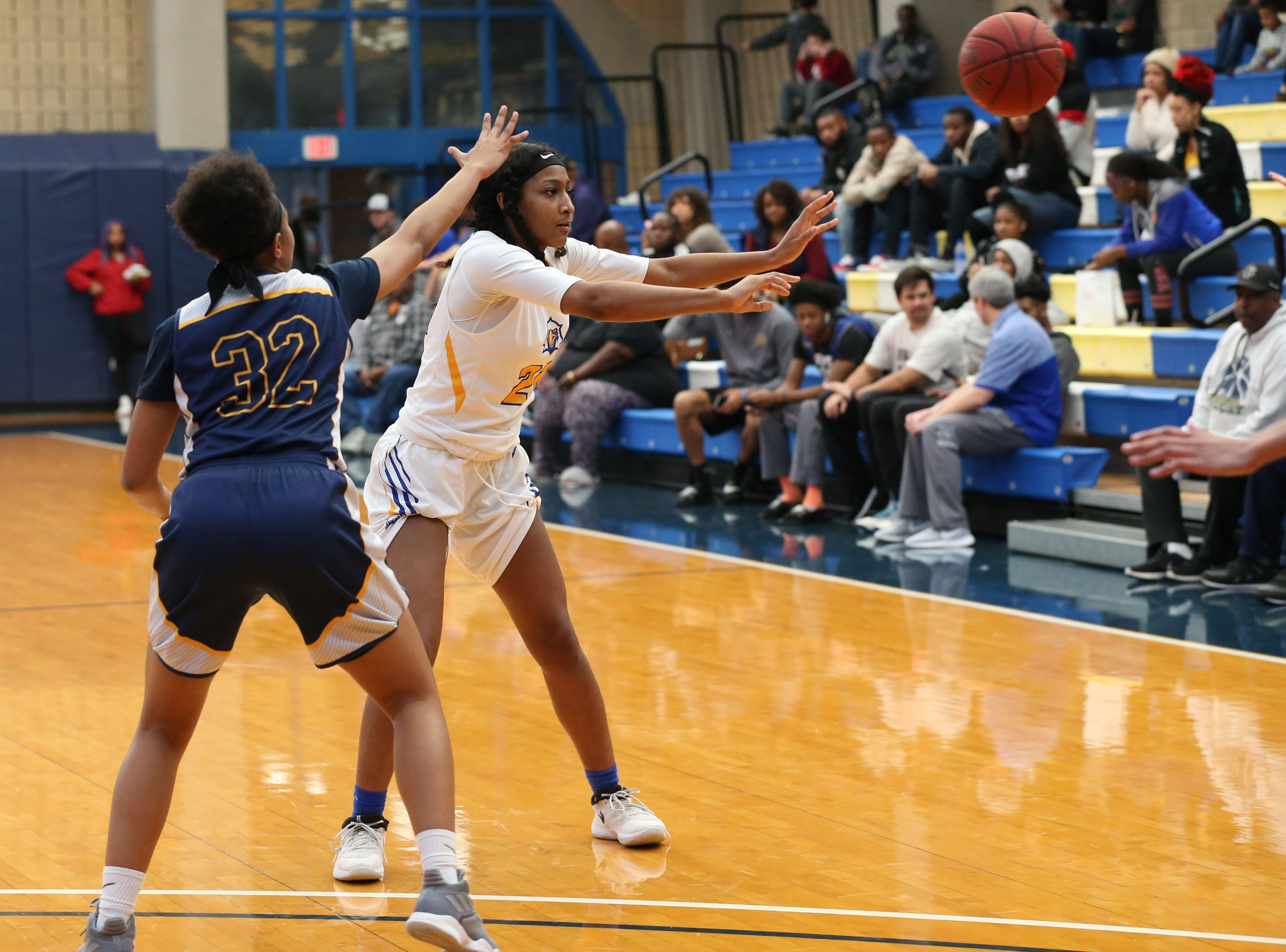 Tallahassee Community College Eagles forward Jada Perry (21) passes to her teammate. The Tallahassee Community College Eagles host the Gulf Coast State College Commodores in a conference match-up in the Eagledome, Saturday, Jan. 5, 2019.