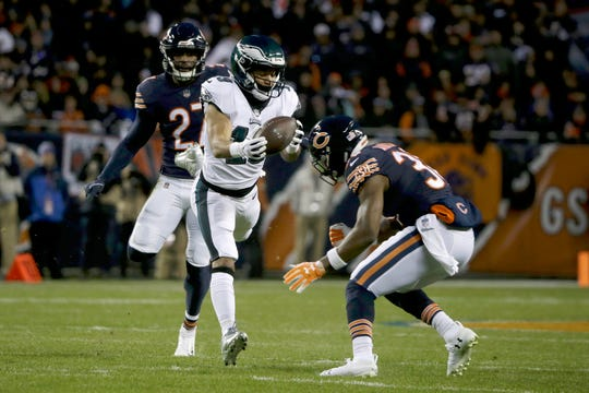 Philadelphia Eagles wide receiver Golden Tate (19) makes a catch against Chicago Bears defenders during the first half of an NFL wild-card playoff football game Sunday, Jan. 6, 2019, in Chicago. (AP Photo/David Banks)