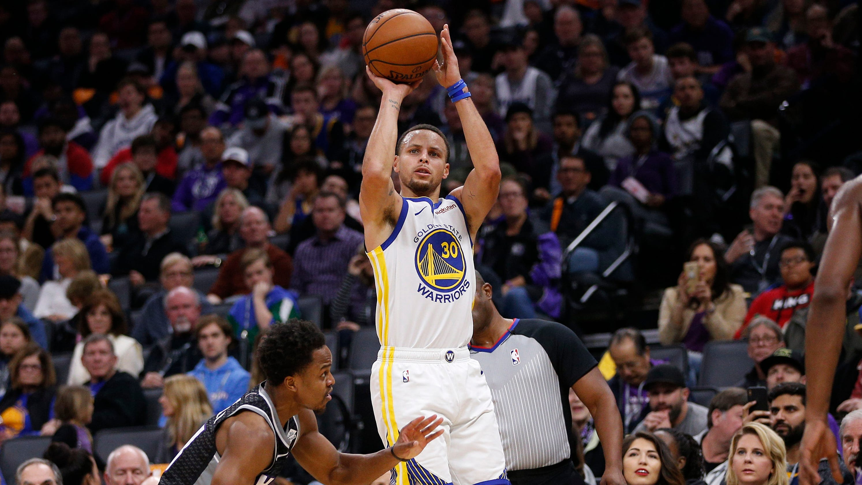 1b8e178778c Warriors and Kings set NBA record for combined 3-pointers