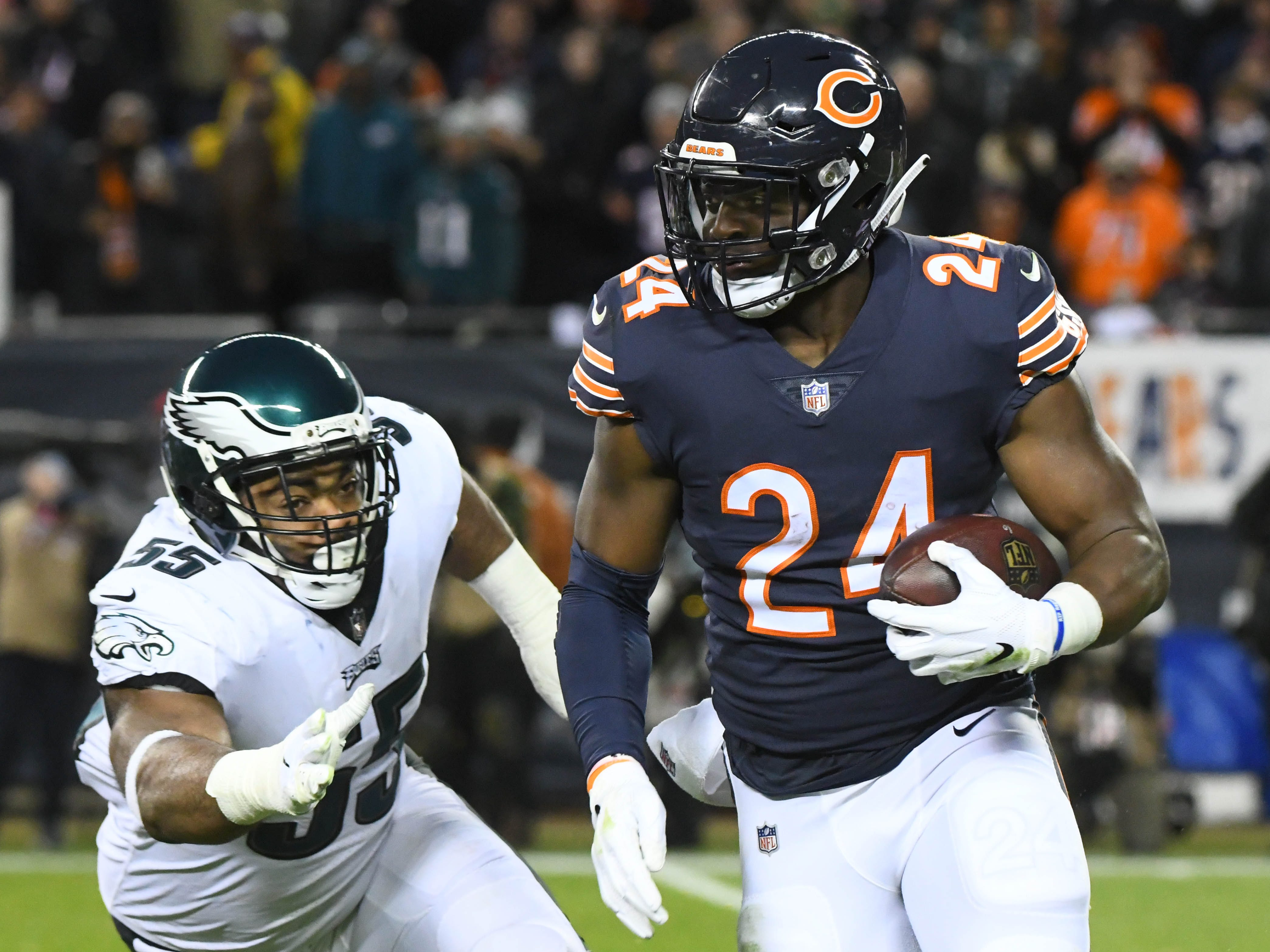 Bears running back Jordan Howard runs the ball against the Eagles in the first half of the NFC wild-card game at Soldier Field.