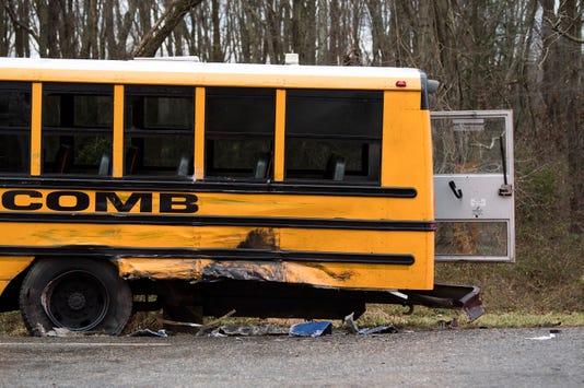 Jl Bus Crash 1719 04