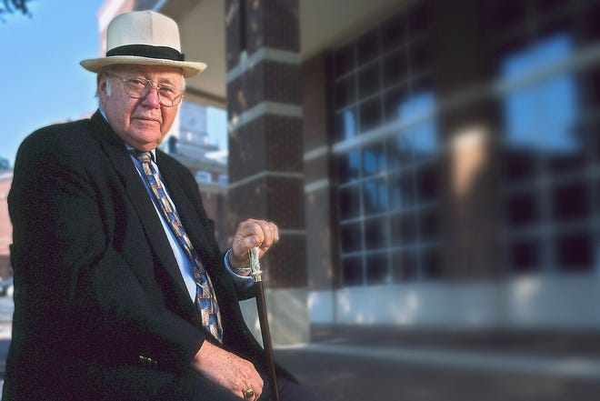 Philanthropist Evans Harvill was awarded the 2017 George Mabry Ovation Award. Harvill died this week at age 95.