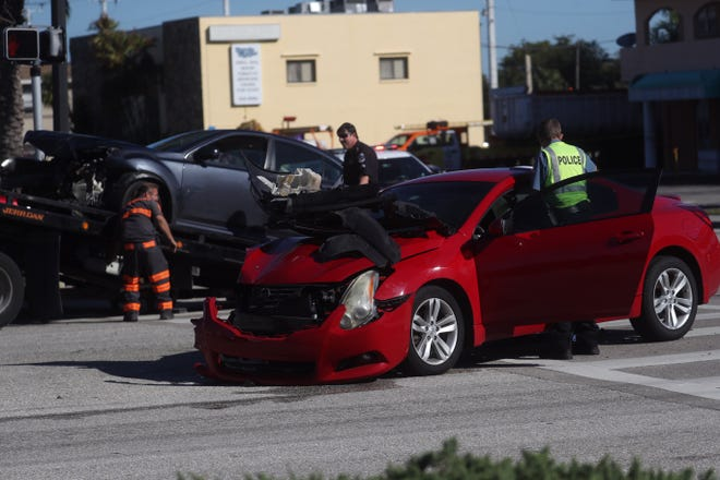 Members of the Fort Myers Police Department and other emergency officials work the scene of a vehicle crash at the intersection of Winkler Avenue and Broadway Avenue in Fort Myers on Monday, Jan. 7, 2019..