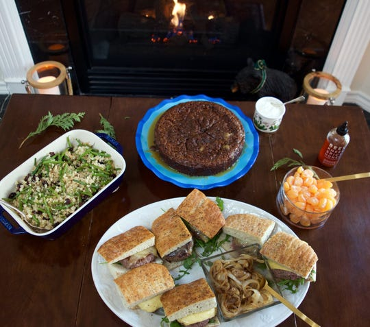 Chianti Burgers, Cauliflower Rice with Green Beans, Almonds and Raisins, mandarin oranges served with spiced honey and Warm Toffee Pudding Cake with Crème Fraiche make a perfect Sunday dinner for today.