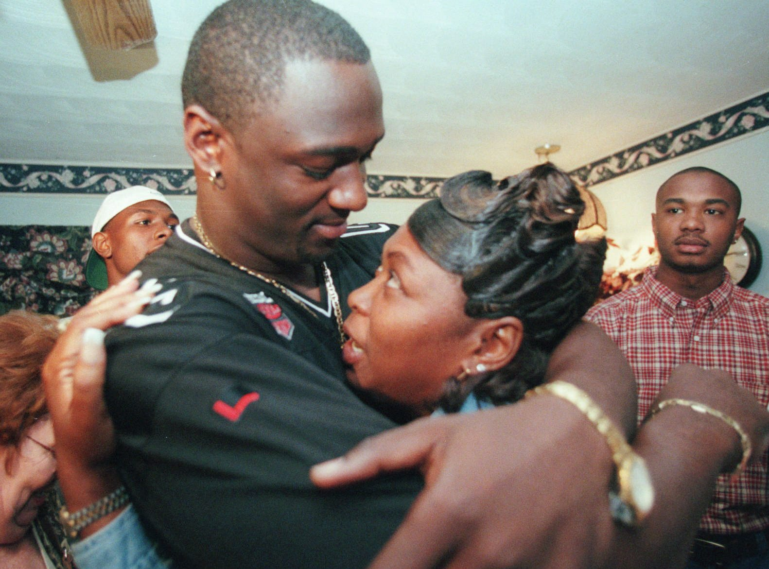 1999: Jevon Kearse (No. 16 overall) Defensive End, Florida  The Freak. Kearse had his 14.5 sack season in 1999, one of the best rookie efforts in NFL history. After two more double-digit seasons, Kearse finished out his first stint with the Titans and signed with Philly. And don't forget that The Freak returned in 2008.