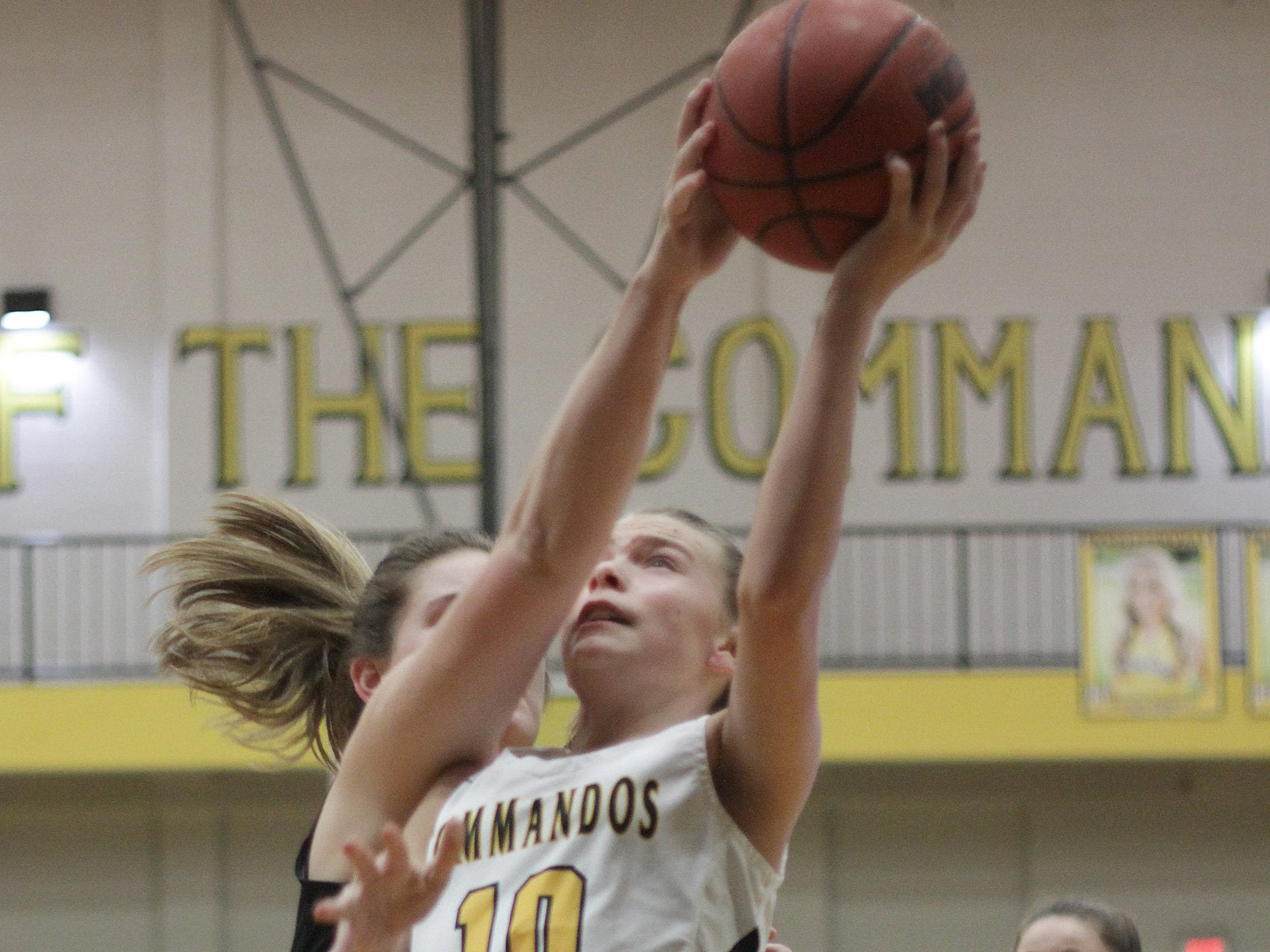 Hendersonville's Brette Taylor drives to the hoop against Portland on Friday, January 4, 2019.